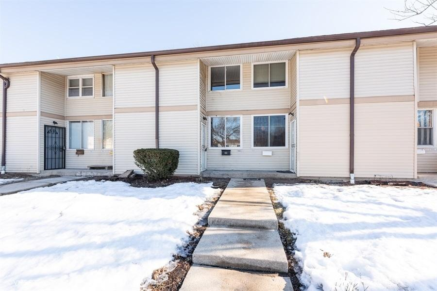 8860 95th St, Milwaukee, Wisconsin 53224, 3 Bedrooms Bedrooms, 5 Rooms Rooms,1 BathroomBathrooms,Condominiums,For Sale,95th St,1,1676927
