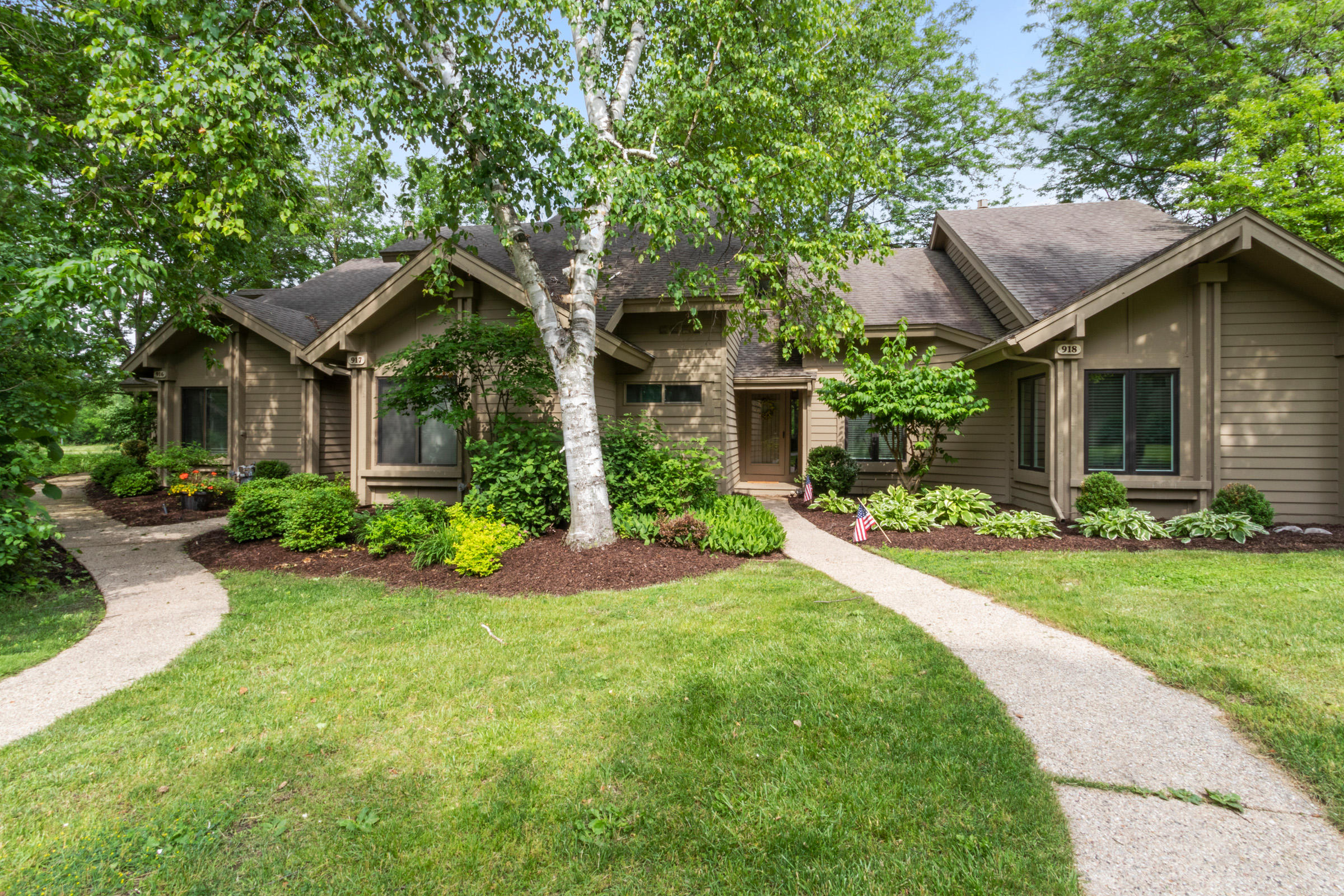 916 Duck Pond Rd, Fontana, Wisconsin 53125, 3 Bedrooms Bedrooms, 5 Rooms Rooms,2 BathroomsBathrooms,Condominiums,For Sale,Duck Pond Rd,1,1676881