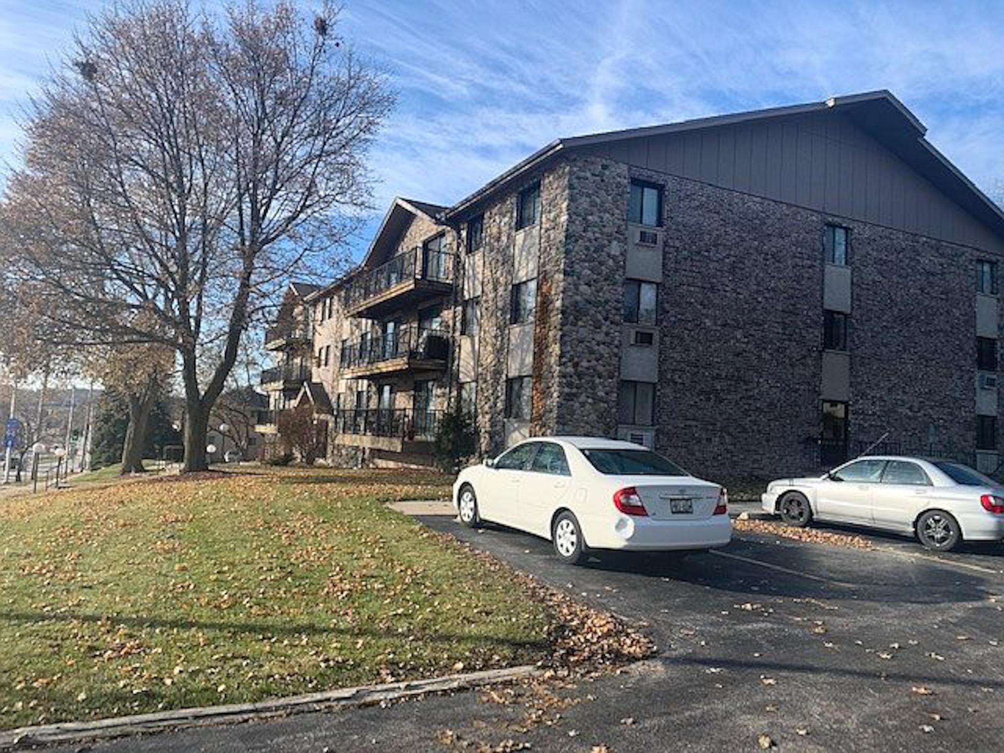 12000 Bluemound Rd, Wauwatosa, Wisconsin 53226, 2 Bedrooms Bedrooms, 5 Rooms Rooms,1 BathroomBathrooms,Condominiums,For Sale,Bluemound Rd,3,1677002