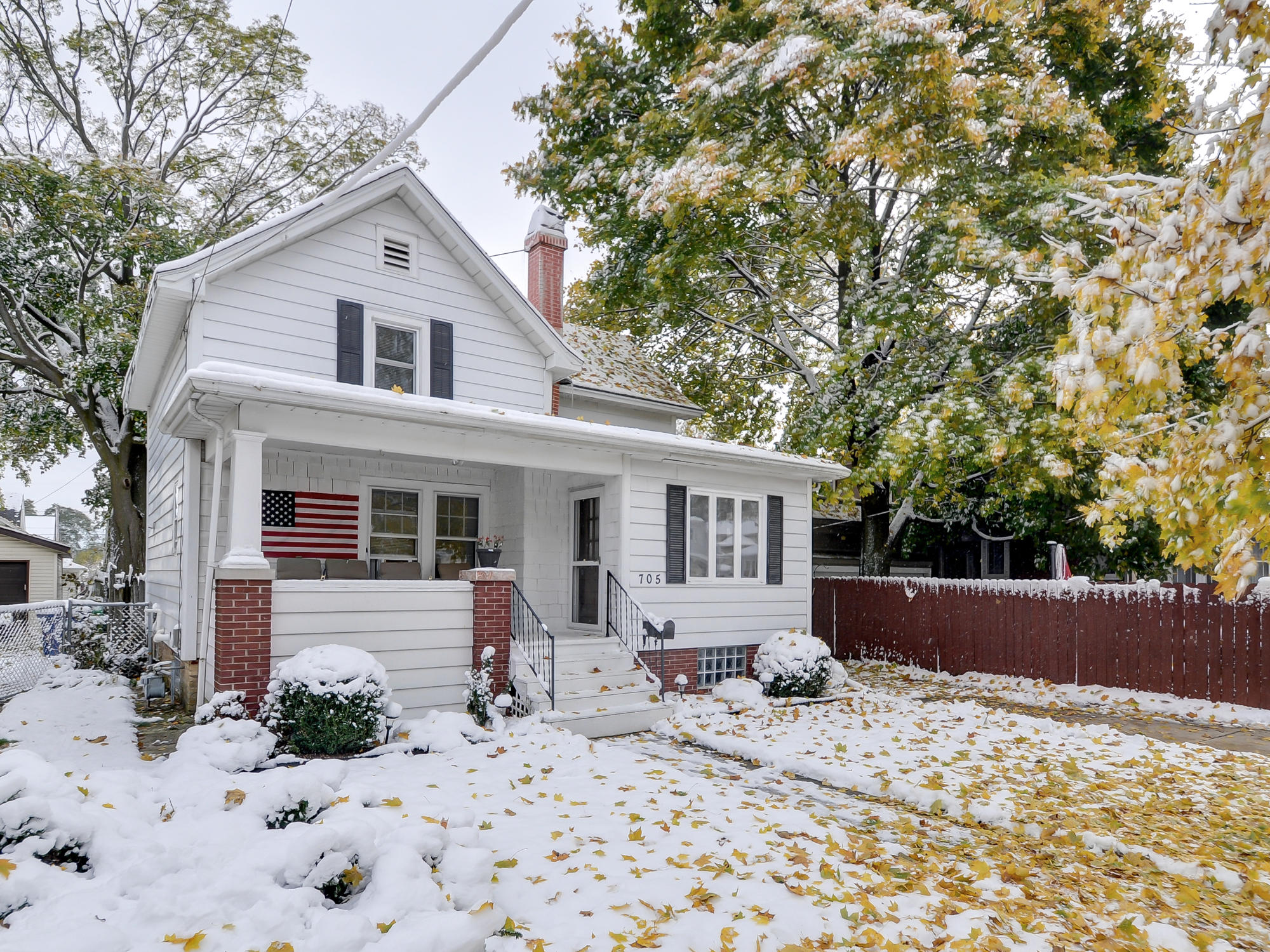 705 Hayes Ave, Racine, Wisconsin 53405, 3 Bedrooms Bedrooms, ,1 BathroomBathrooms,Single-Family,For Sale,Hayes Ave,1677001