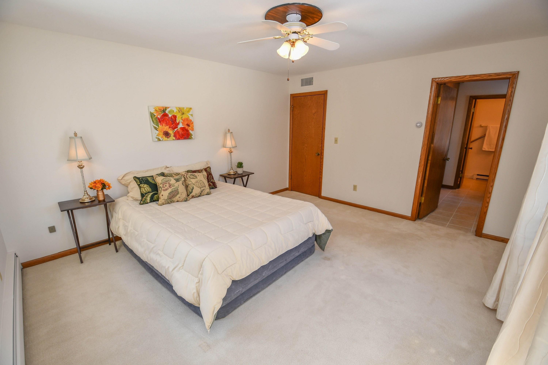 7560 Port Washington Rd., Fox Point, Wisconsin 53217, 2 Bedrooms Bedrooms, 5 Rooms Rooms,2 BathroomsBathrooms,Condominiums,For Sale,Port Washington Rd.,1,1677032