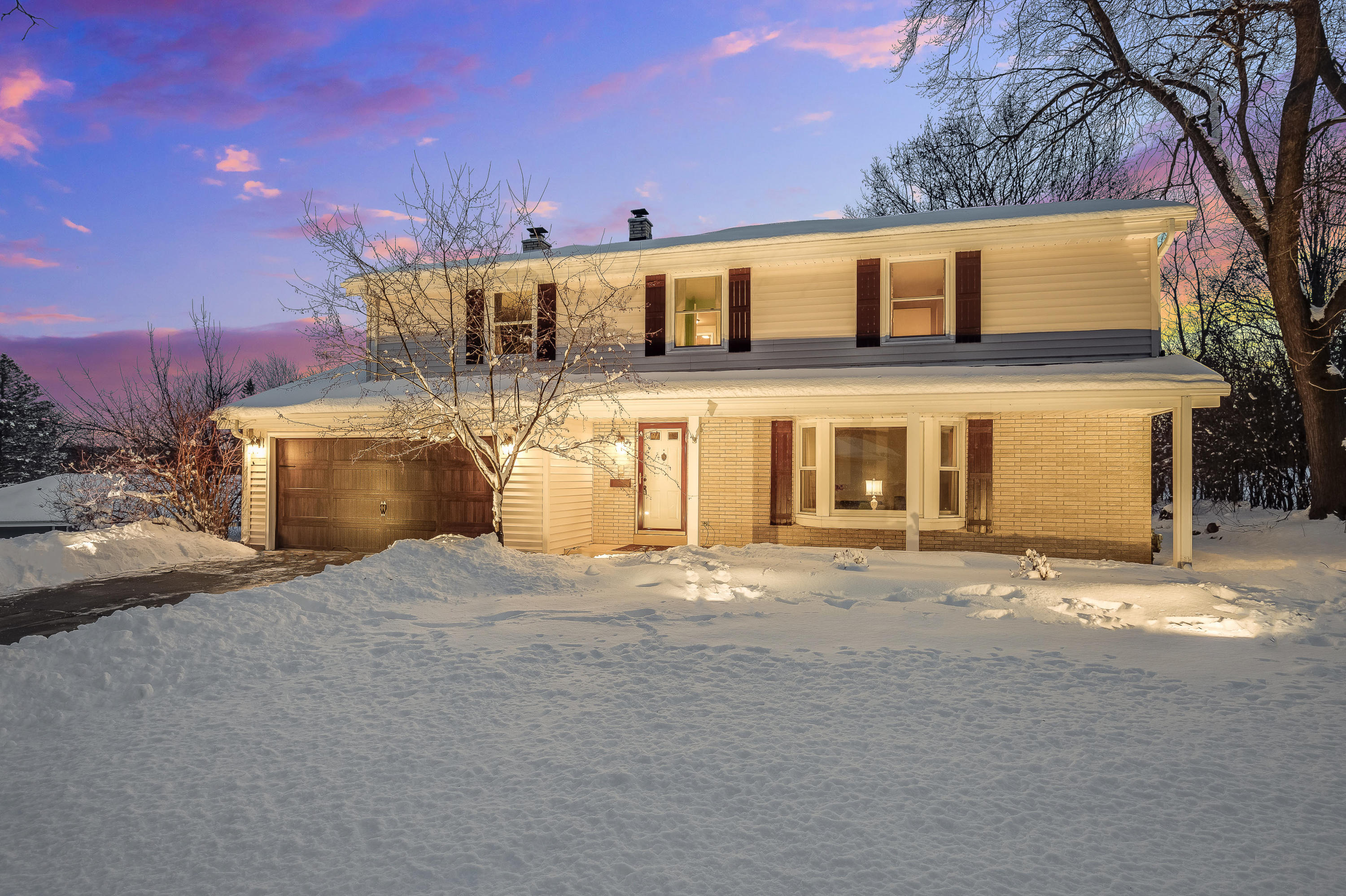1309 Lynne Dr, Waukesha, Wisconsin 53186, 5 Bedrooms Bedrooms, 10 Rooms Rooms,1 BathroomBathrooms,Single-Family,For Sale,Lynne Dr,1677020