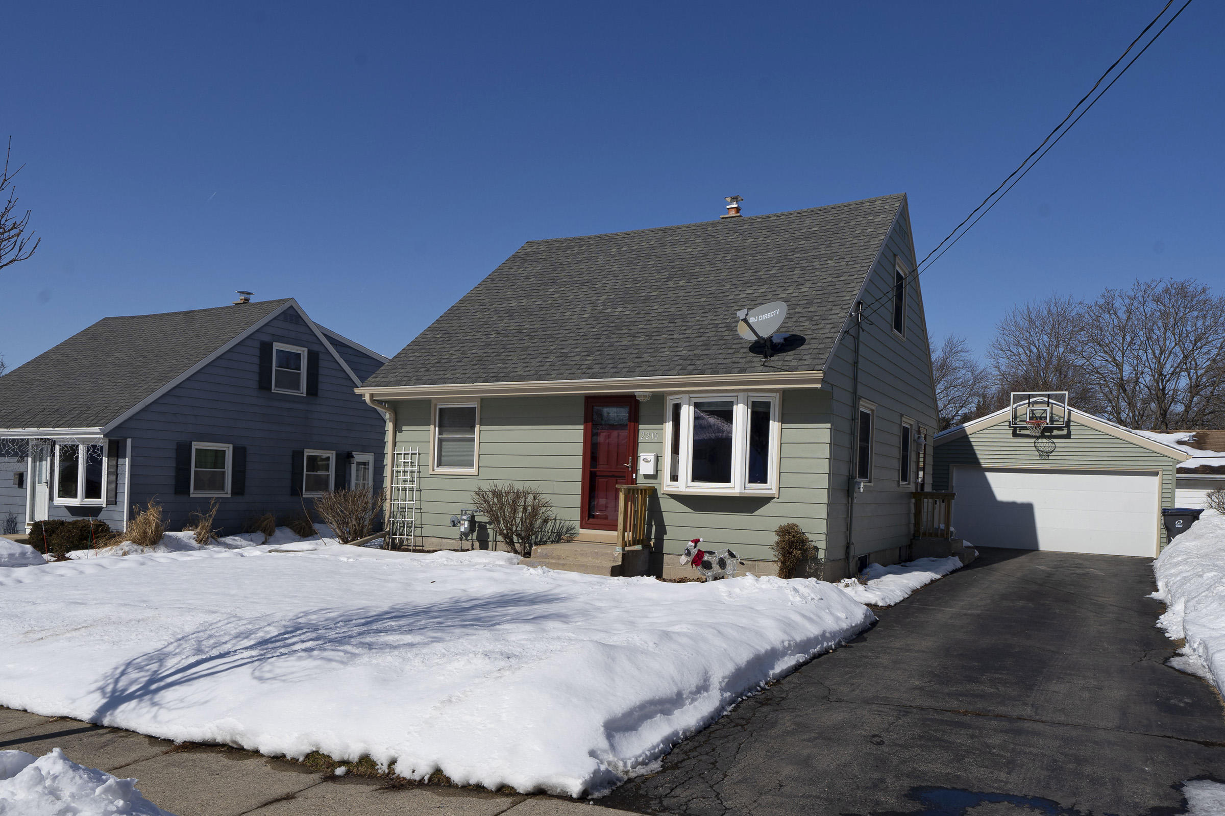 2210 Easy St, Waukesha, Wisconsin 53188, 4 Bedrooms Bedrooms, 6 Rooms Rooms,2 BathroomsBathrooms,Single-Family,For Sale,Easy St,1677988