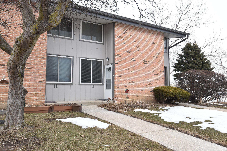 1436 Big Bend Rd, Waukesha, Wisconsin 53189, 3 Bedrooms Bedrooms, 6 Rooms Rooms,1 BathroomBathrooms,Condominiums,For Sale,Big Bend Rd,1,1678044