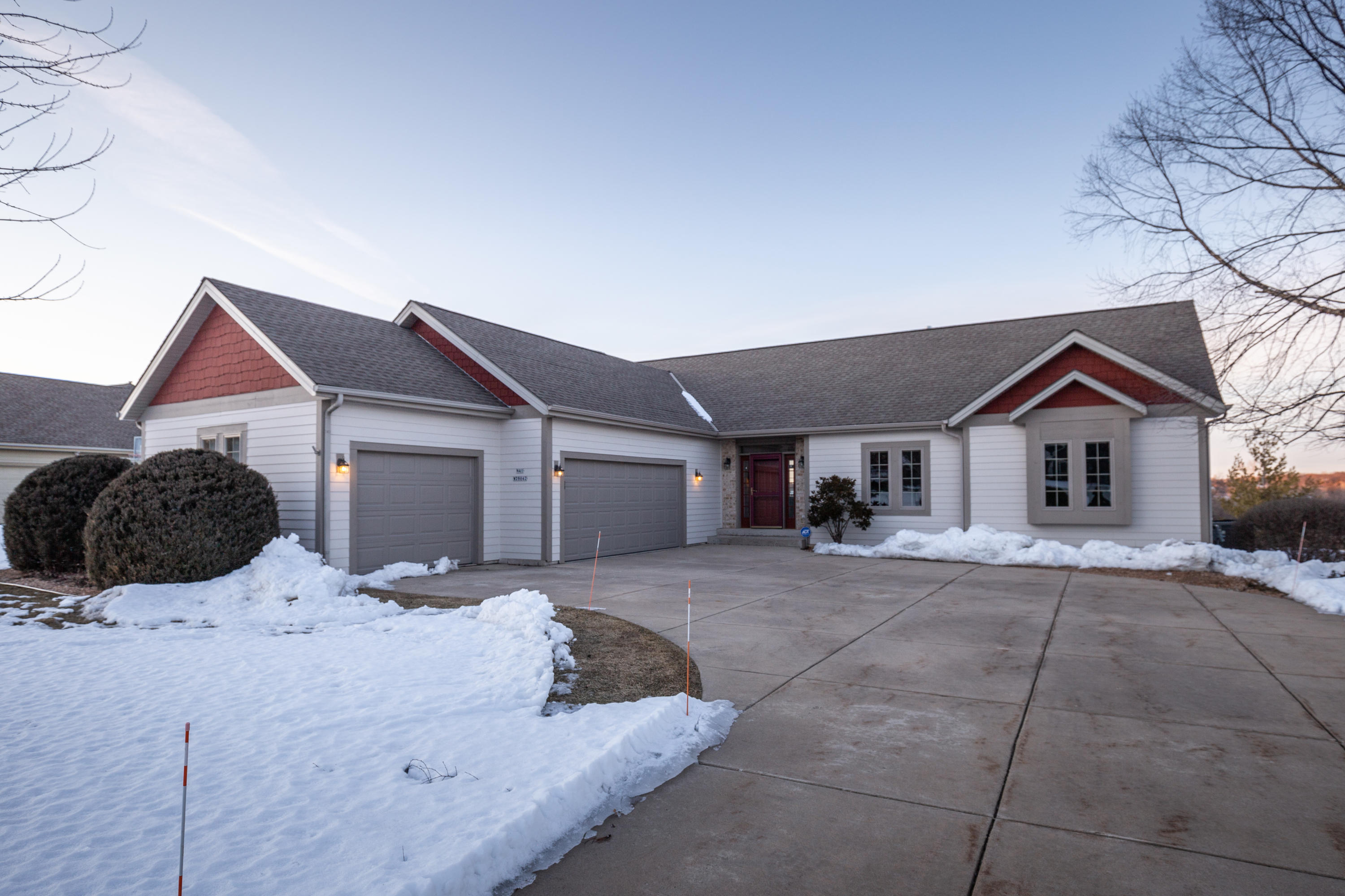 N41W28642 Imperial Dr, Delafield, Wisconsin 53072, 4 Bedrooms Bedrooms, 10 Rooms Rooms,3 BathroomsBathrooms,Single-Family,For Sale,Imperial Dr,1679244