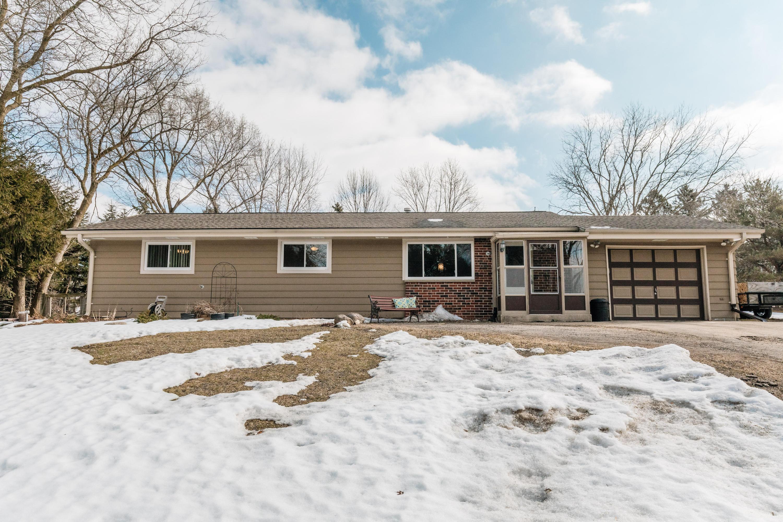 304 Oneida St, Delafield, Wisconsin 53018, 5 Bedrooms Bedrooms, 8 Rooms Rooms,2 BathroomsBathrooms,Single-Family,For Sale,Oneida St,1679918