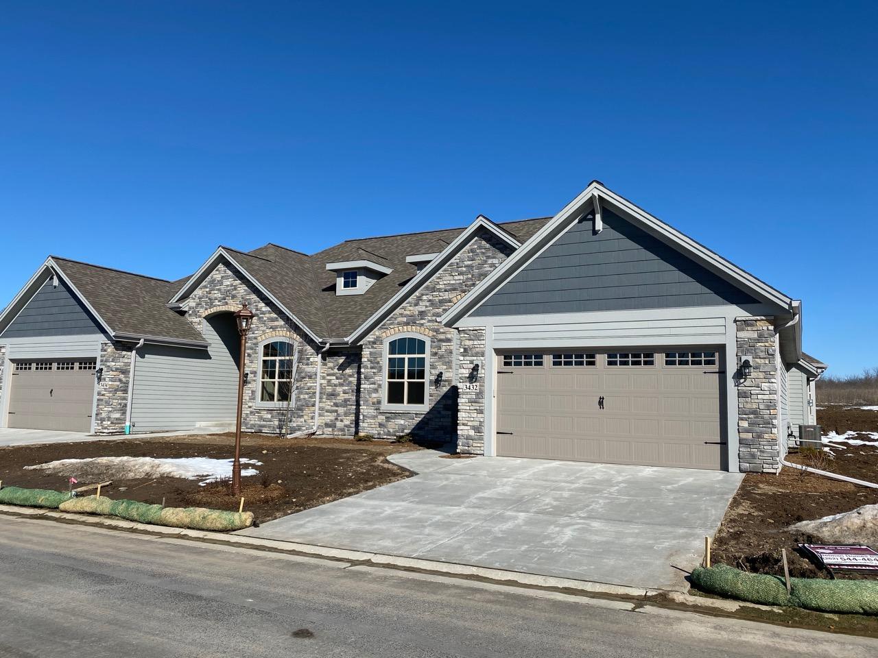 3432 Walnut Trl, Waukesha, Wisconsin 53189, 2 Bedrooms Bedrooms, ,2 BathroomsBathrooms,Condominiums,For Sale,Walnut Trl,1,1679585