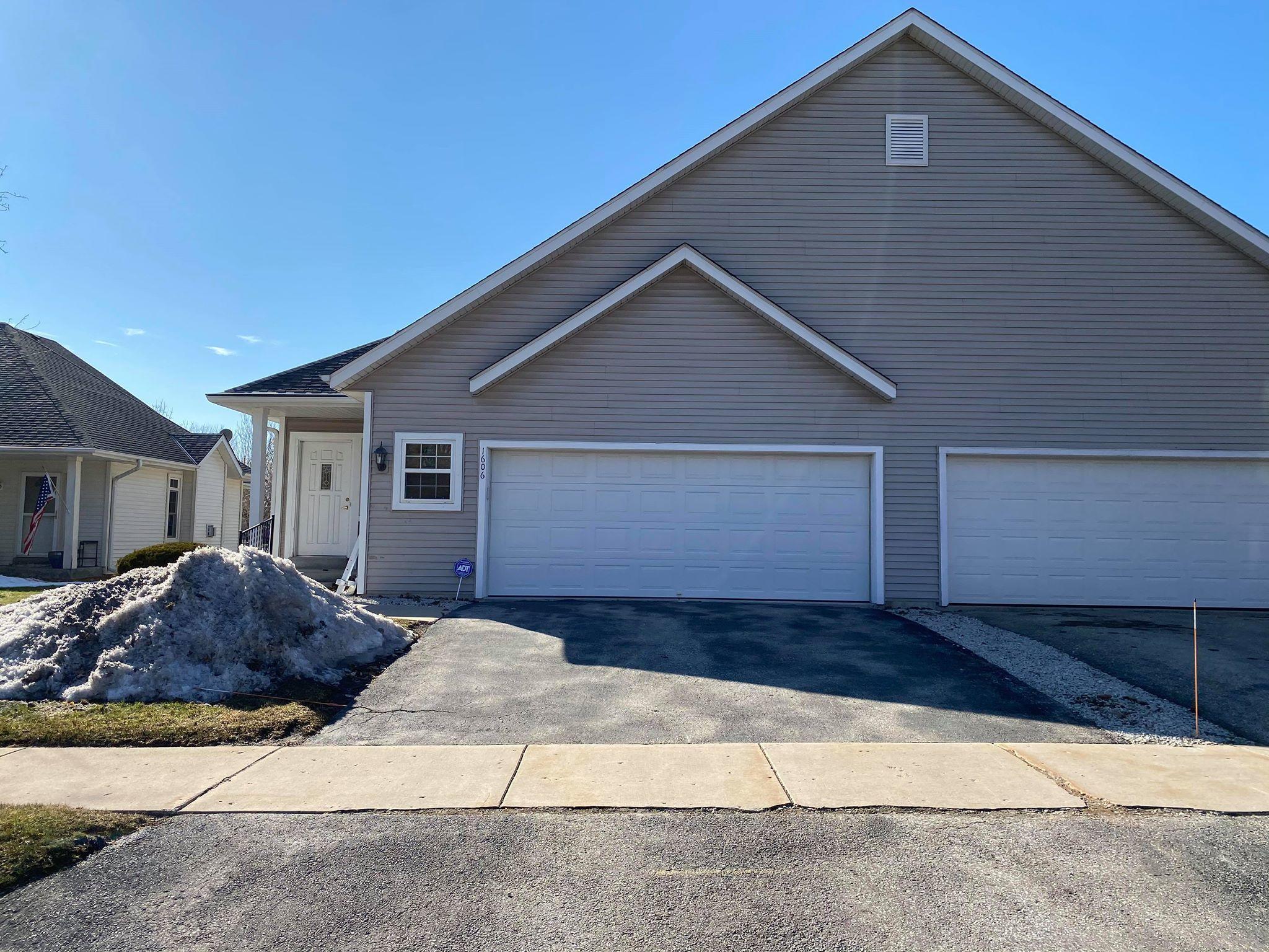 1606 Big Bend Rd, Waukesha, Wisconsin 53189, 2 Bedrooms Bedrooms, 7 Rooms Rooms,1 BathroomBathrooms,Condominiums,For Sale,Big Bend Rd,1,1680069