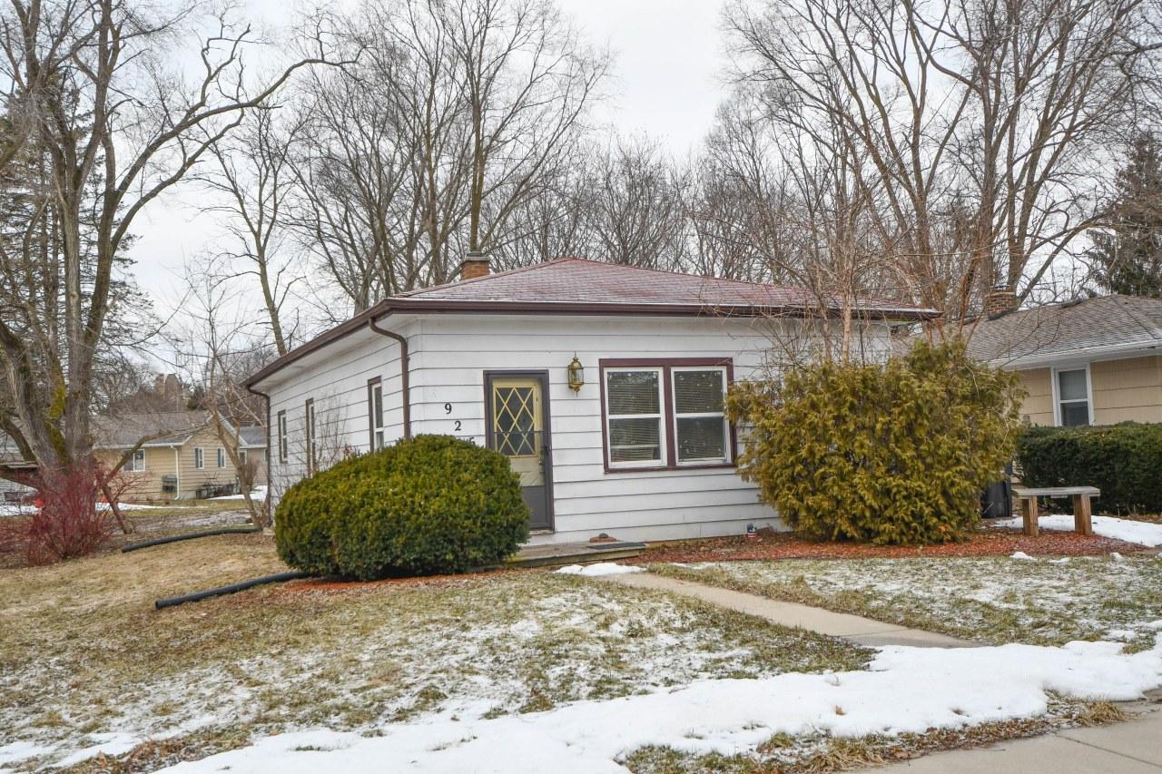 926 Roosevelt Ave, Oconomowoc, Wisconsin 53066, 3 Bedrooms Bedrooms, ,2 BathroomsBathrooms,Single-Family,For Sale,Roosevelt Ave,1680473