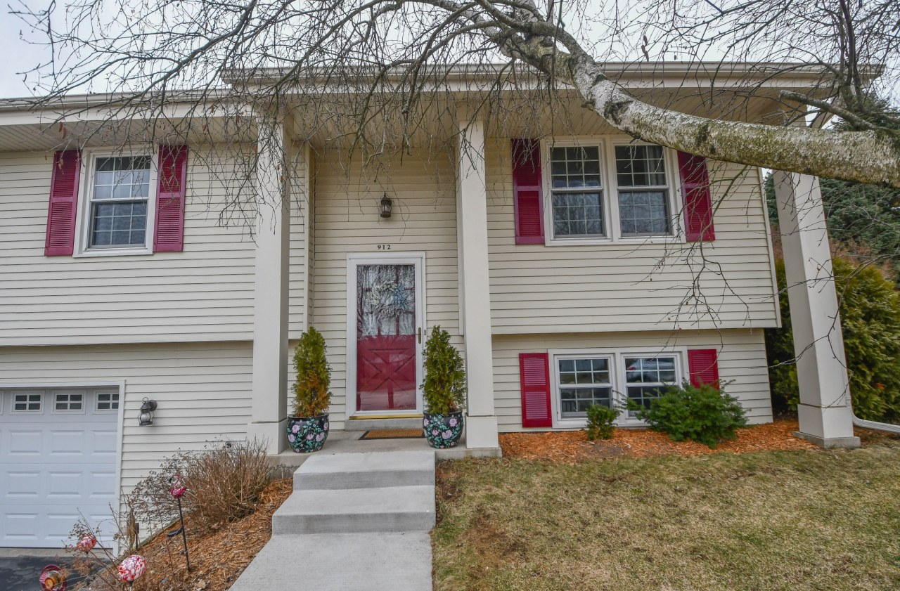 912 Manchester Ct, Hartland, Wisconsin 53029, 3 Bedrooms Bedrooms, 7 Rooms Rooms,1 BathroomBathrooms,Single-Family,For Sale,Manchester Ct,1681377