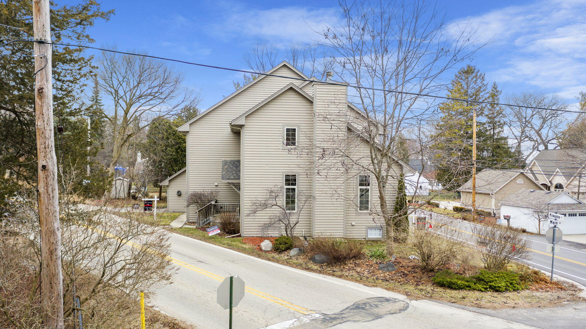 1451 Main St, Delafield, Wisconsin 53018, 3 Bedrooms Bedrooms, 6 Rooms Rooms,3 BathroomsBathrooms,Single-Family,For Sale,Main St,1680732