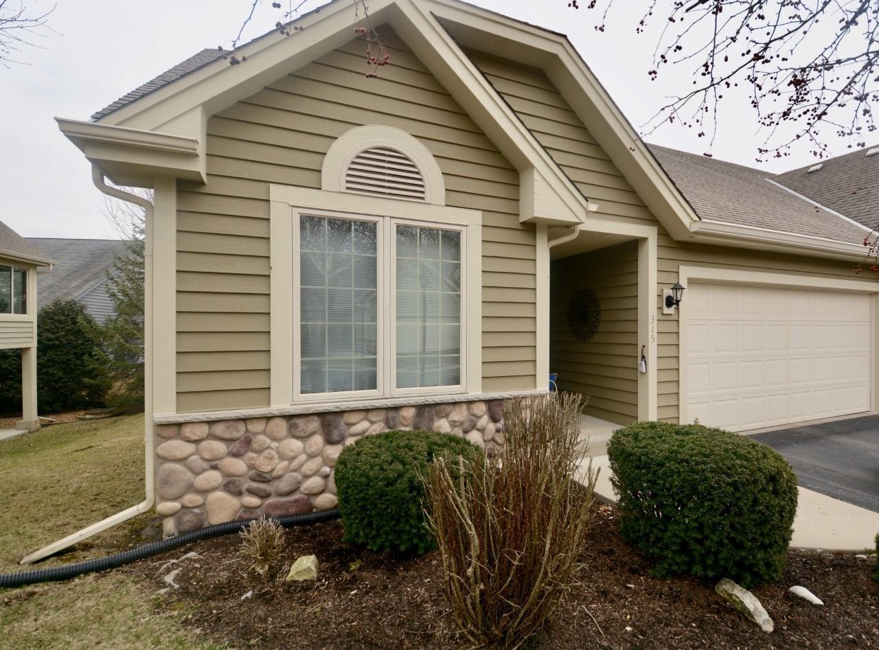 315 Endfield Cir, Waukesha, Wisconsin 53186, 3 Bedrooms Bedrooms, 5 Rooms Rooms,3 BathroomsBathrooms,Condominiums,For Sale,Endfield Cir,1,1681775