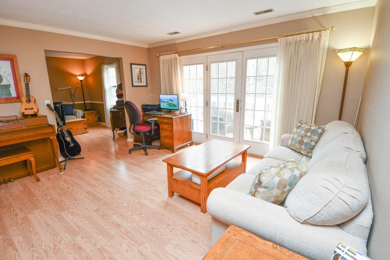 330 Riverview Dr, Delafield, Wisconsin 53018, 3 Bedrooms Bedrooms, 7 Rooms Rooms,2 BathroomsBathrooms,Condominiums,For Sale,Riverview Dr,2,1681760