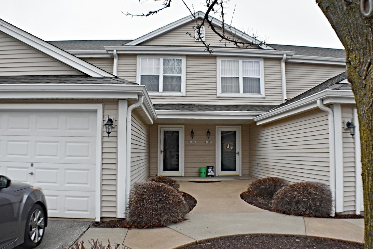 2125 Broadway, Waukesha, Wisconsin 53186, 2 Bedrooms Bedrooms, 5 Rooms Rooms,1 BathroomBathrooms,Condominiums,For Sale,Broadway,1,1682077