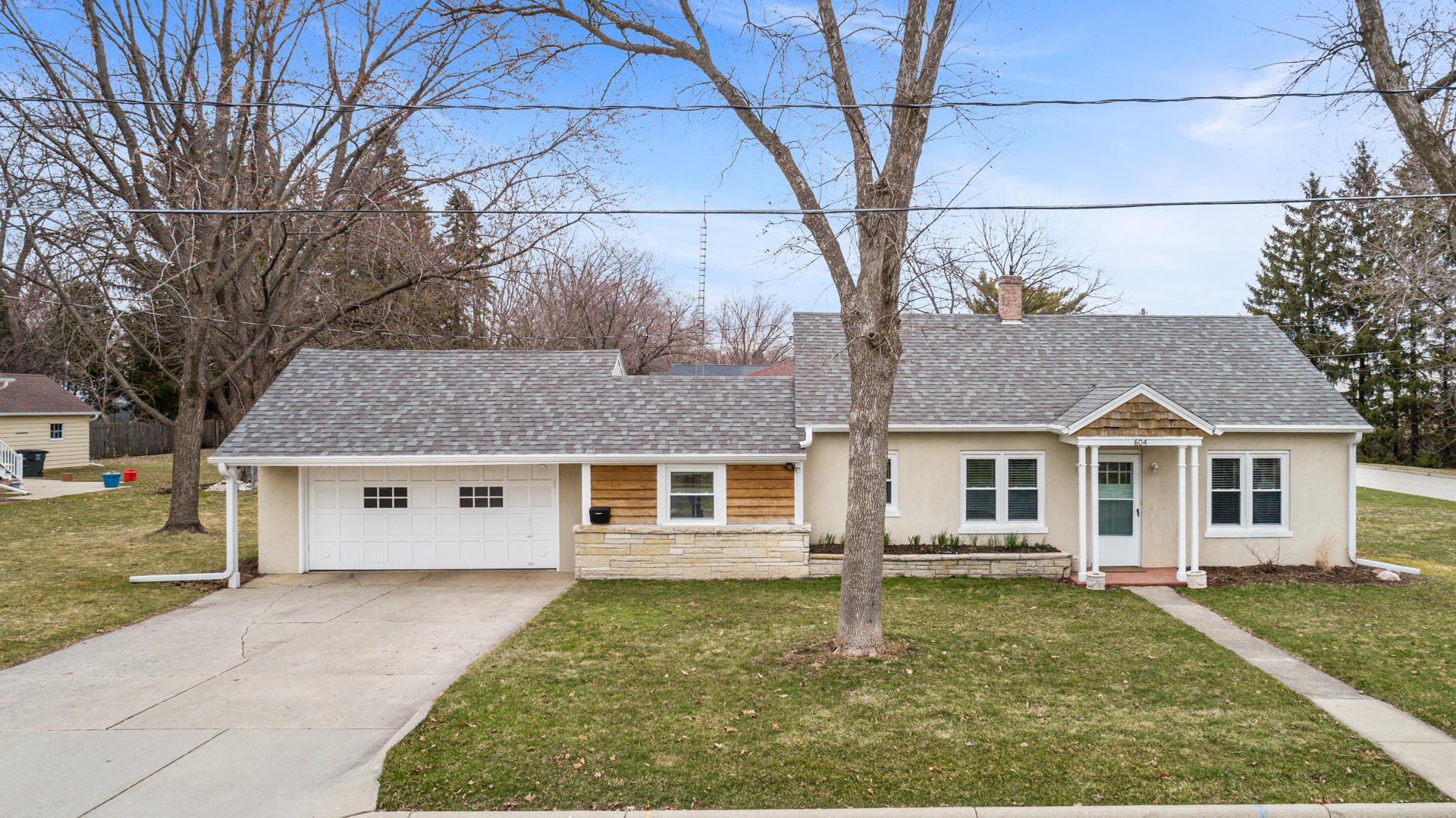 604 Highland Ave, Oconomowoc, Wisconsin 53066, 2 Bedrooms Bedrooms, 6 Rooms Rooms,1 BathroomBathrooms,Single-Family,For Sale,Highland Ave,1682808