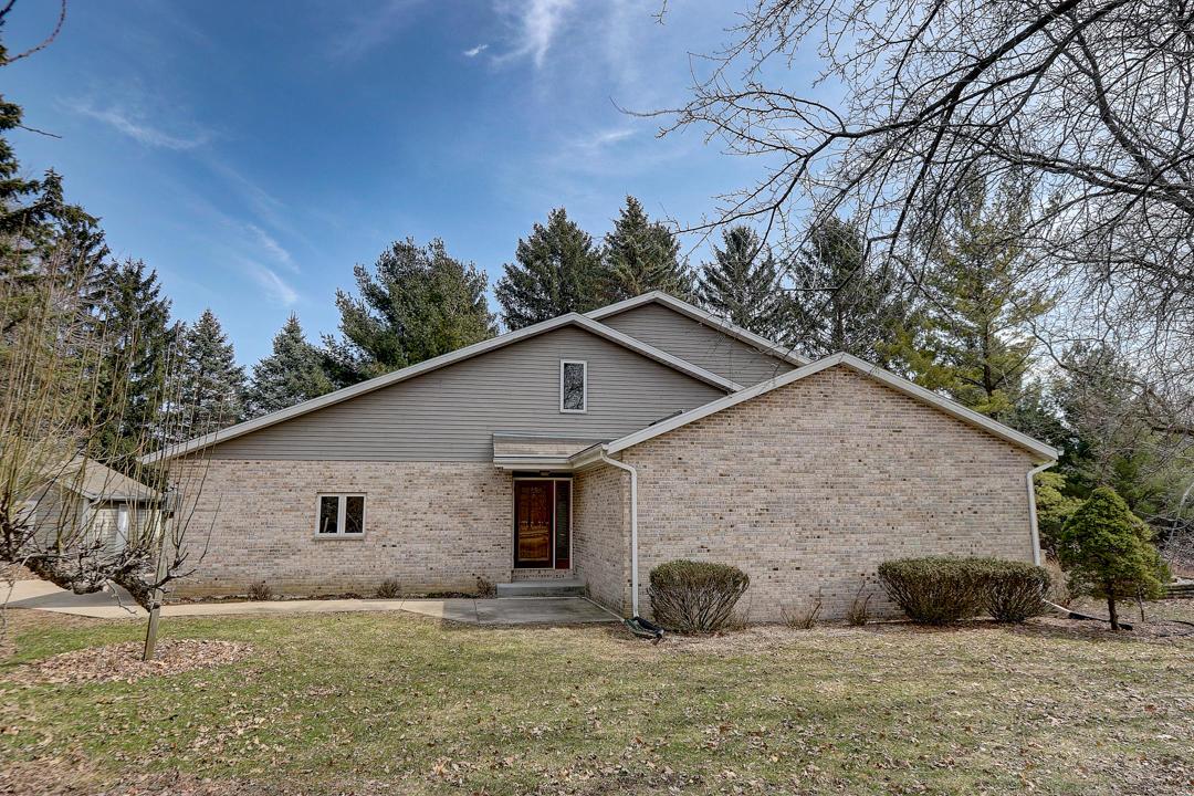 54 Huntington Rd, Delafield, Wisconsin 53018, 3 Bedrooms Bedrooms, 7 Rooms Rooms,2 BathroomsBathrooms,Single-Family,For Sale,Huntington Rd,1682824