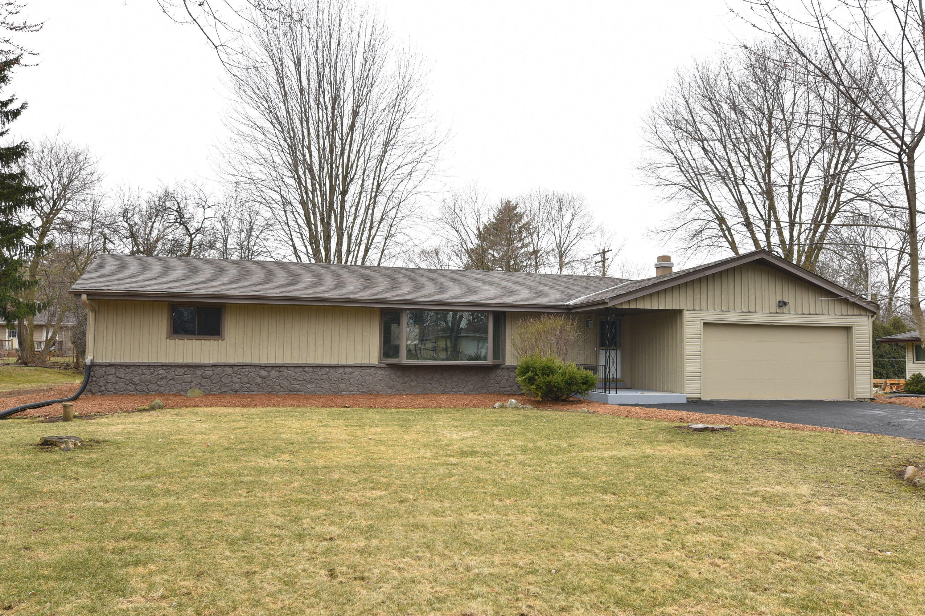 225 166th St, Brookfield, Wisconsin 53005, 3 Bedrooms Bedrooms, 7 Rooms Rooms,2 BathroomsBathrooms,Single-Family,For Sale,166th St,1682873