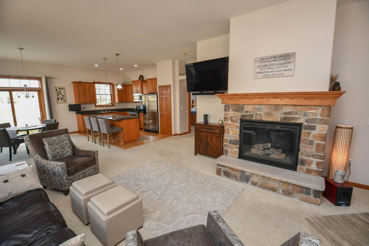 1780 Regal Ct, Oconomowoc, Wisconsin 53066, 3 Bedrooms Bedrooms, 7 Rooms Rooms,3 BathroomsBathrooms,Condominiums,For Sale,Regal Ct,1,1682759