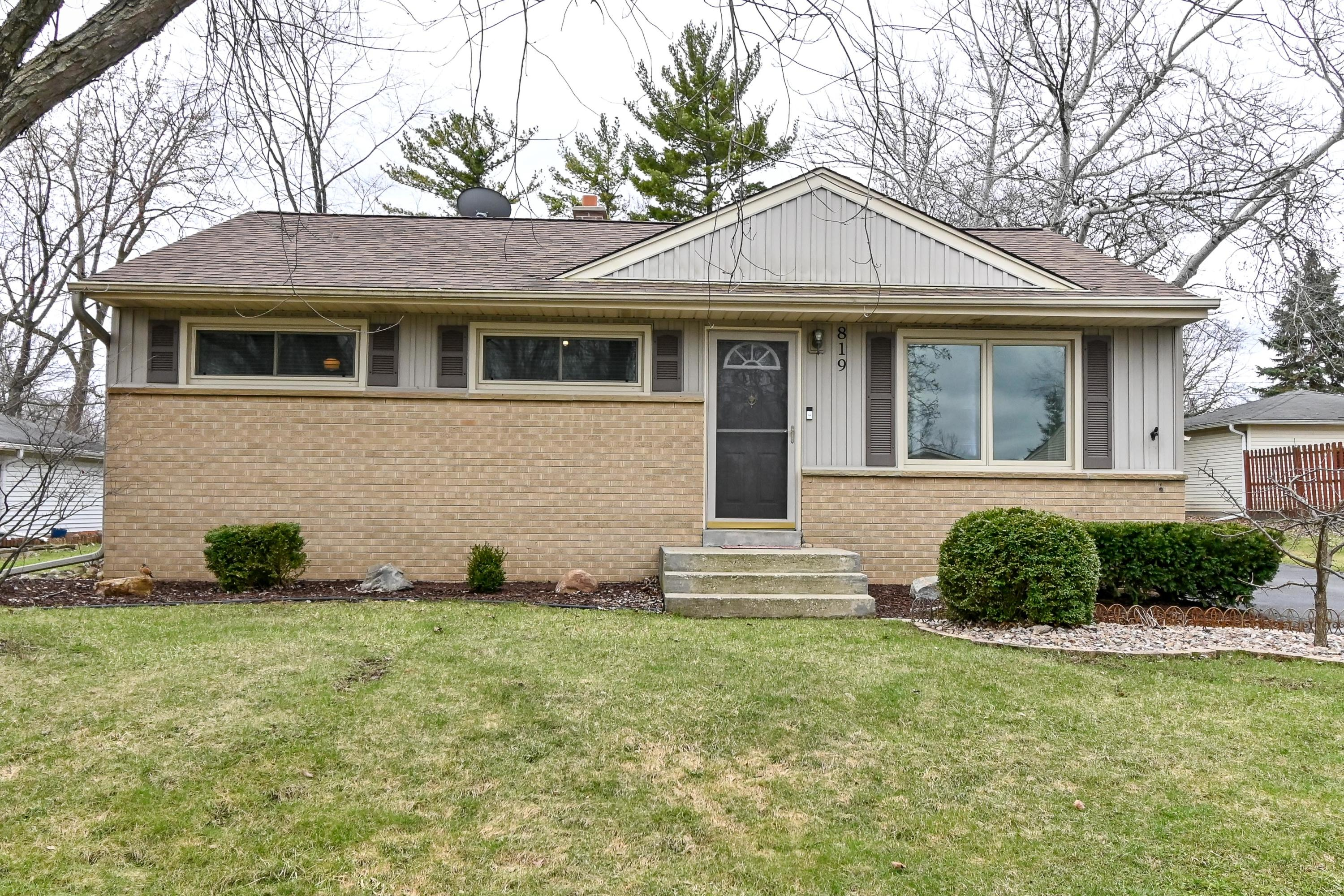 819 Evert St, Pewaukee, Wisconsin 53072, 3 Bedrooms Bedrooms, ,2 BathroomsBathrooms,Single-Family,For Sale,Evert St,1683353
