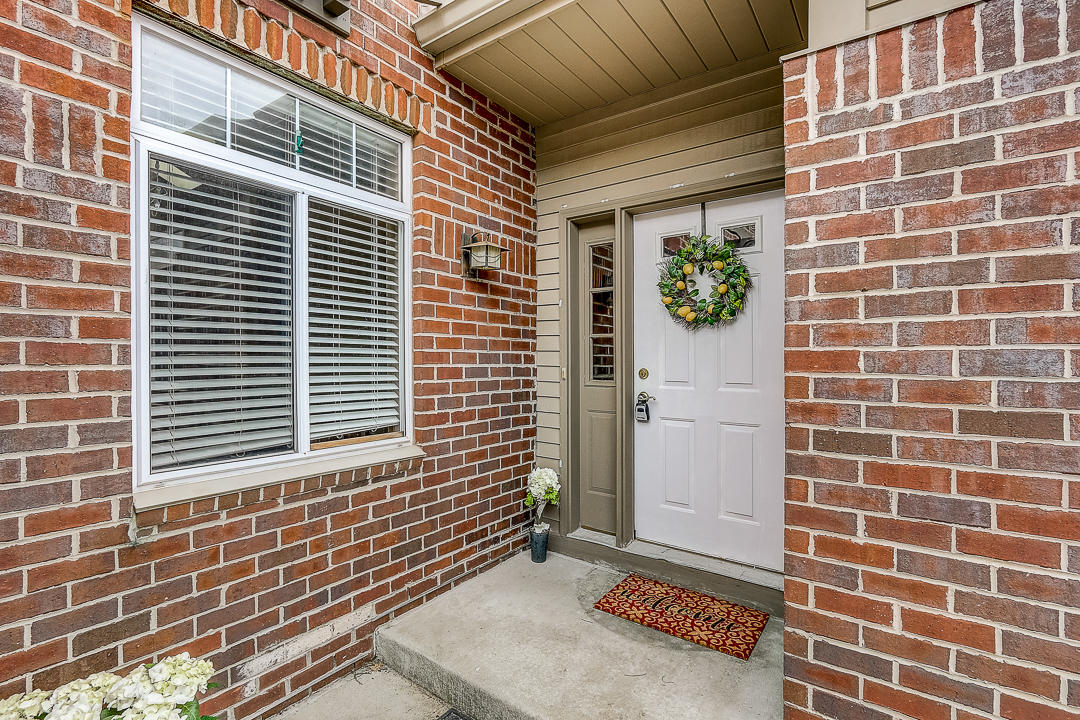 18231 Wisconsin Ave, Brookfield, Wisconsin 53045, 2 Bedrooms Bedrooms, 5 Rooms Rooms,2 BathroomsBathrooms,Condominiums,For Sale,Wisconsin Ave,1,1683465