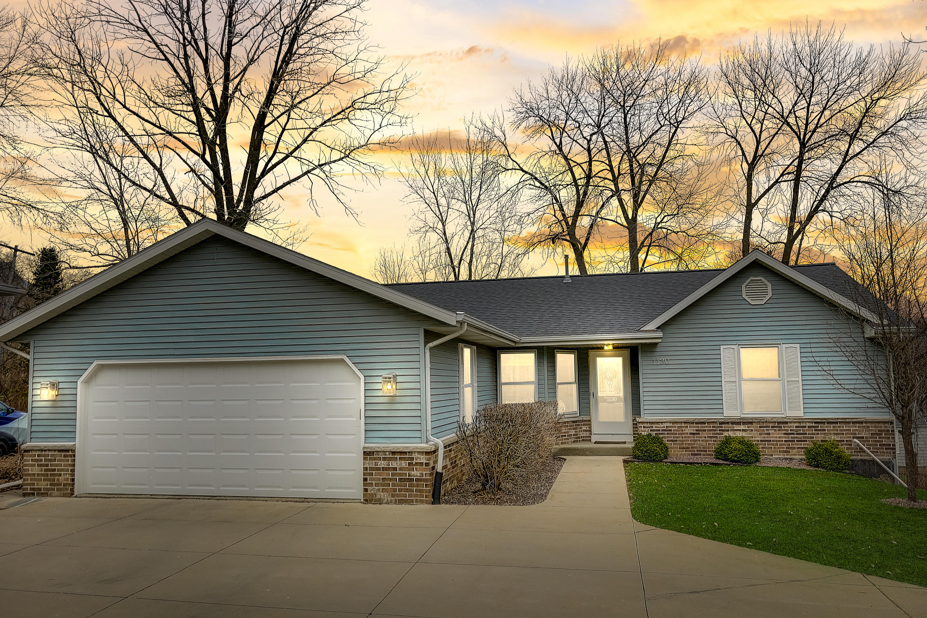 1130 Tower Hill Dr, Brookfield, Wisconsin 53045, 3 Bedrooms Bedrooms, 6 Rooms Rooms,3 BathroomsBathrooms,Single-Family,For Sale,Tower Hill Dr,1683451
