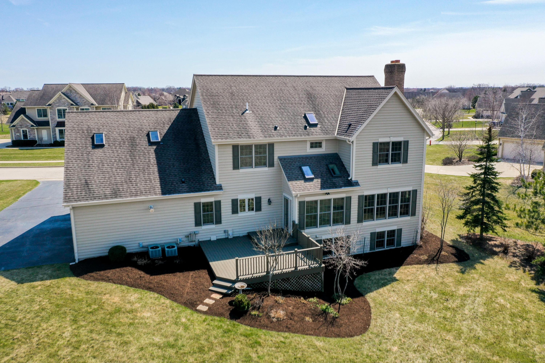324 Hollyhock Ln, Hartland, Wisconsin 53029, 4 Bedrooms Bedrooms, 10 Rooms Rooms,3 BathroomsBathrooms,Single-Family,For Sale,Hollyhock Ln,1683797
