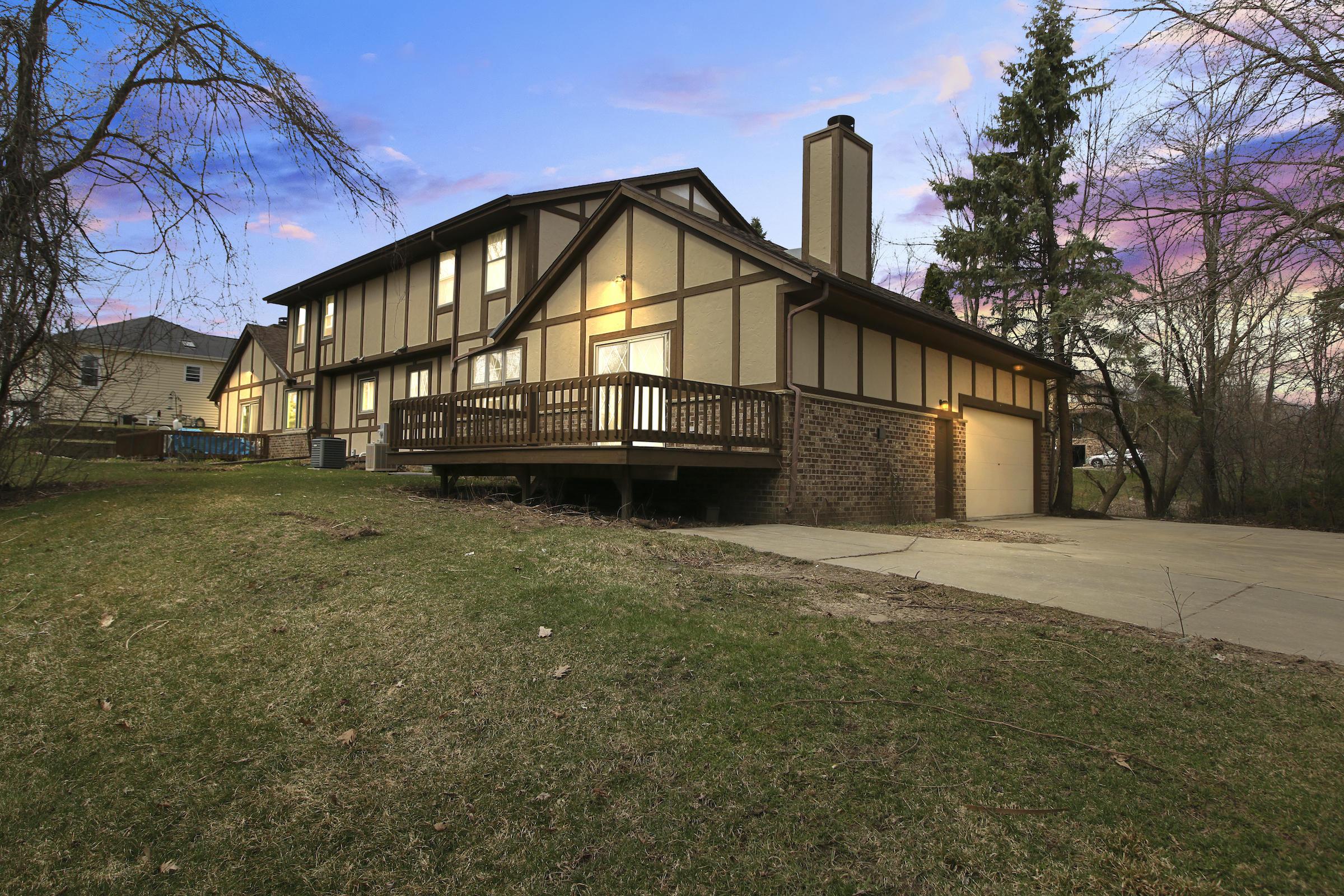 18835 Emerald Dr, Brookfield, Wisconsin 53045, 2 Bedrooms Bedrooms, 6 Rooms Rooms,2 BathroomsBathrooms,Condominiums,For Sale,Emerald Dr,2,1683837