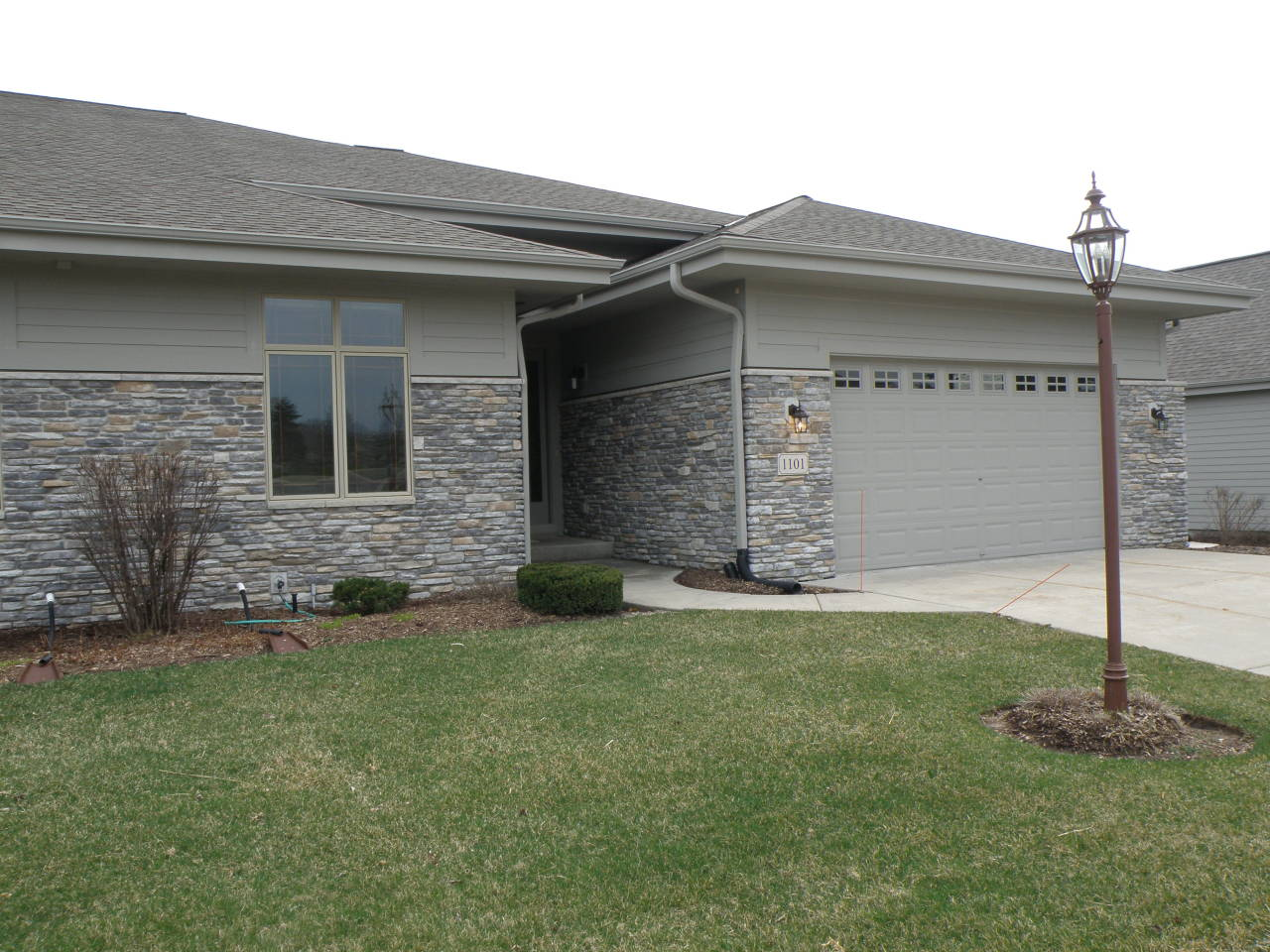 1101 Woodland Hills Dr, Waukesha, Wisconsin 53188, 3 Bedrooms Bedrooms, 9 Rooms Rooms,3 BathroomsBathrooms,Condominiums,For Sale,Woodland Hills Dr,1,1678332