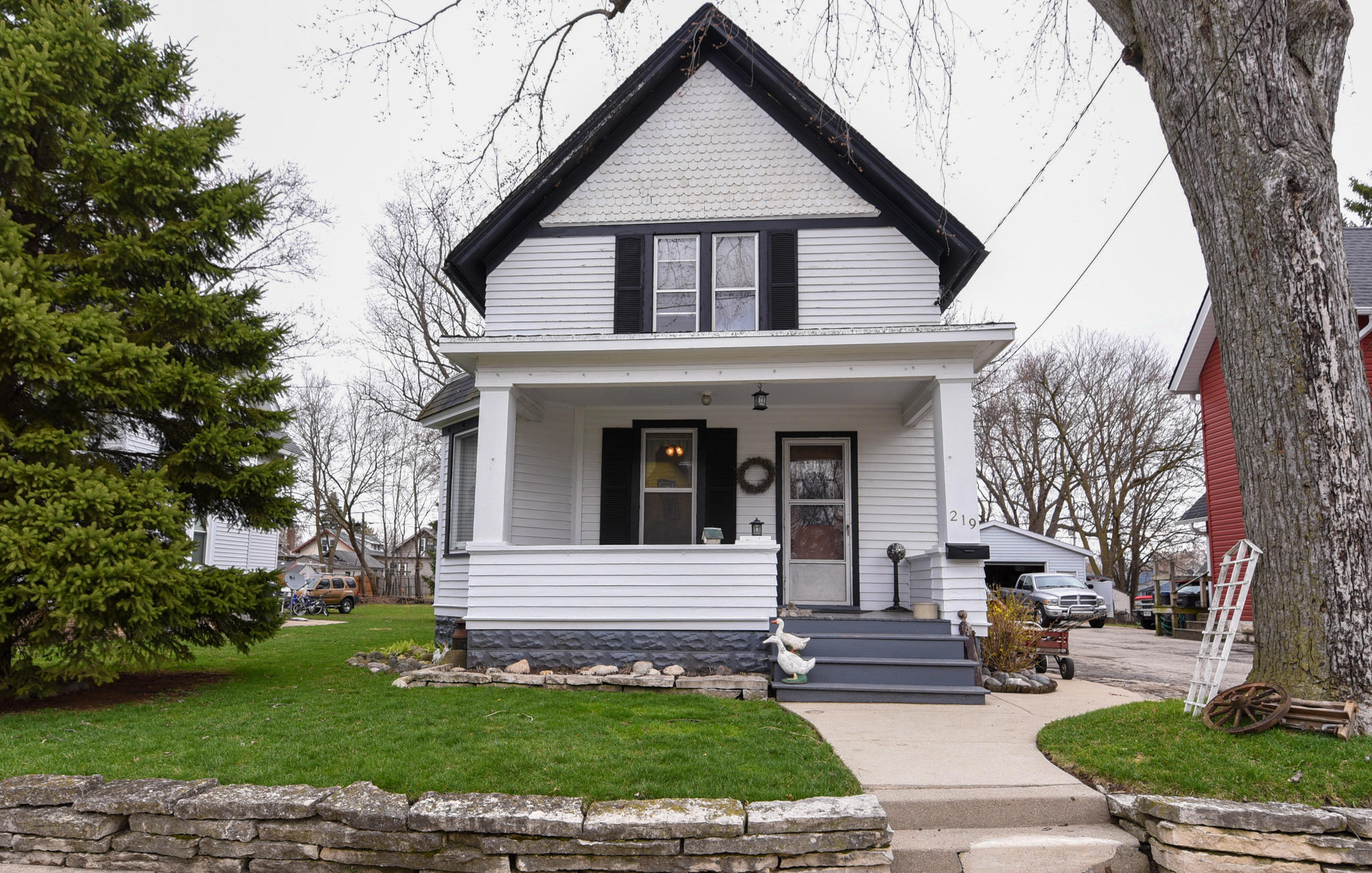 219 Waverly Pl, Waukesha, Wisconsin 53186, 2 Bedrooms Bedrooms, 6 Rooms Rooms,1 BathroomBathrooms,Single-Family,For Sale,Waverly Pl,1685251