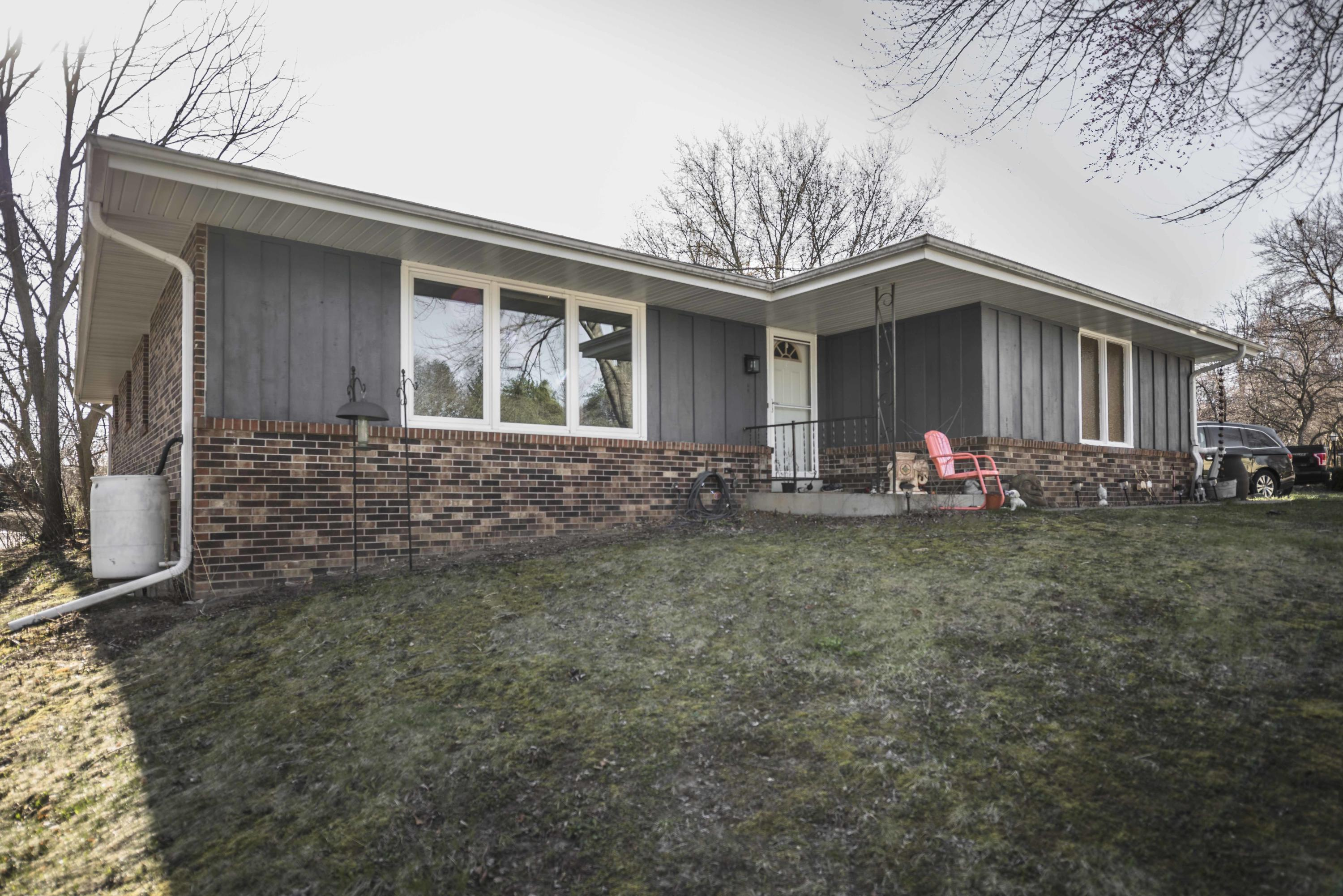 2309 Pebble Valley Rd, Waukesha, Wisconsin 53188, 3 Bedrooms Bedrooms, 6 Rooms Rooms,2 BathroomsBathrooms,Single-Family,For Sale,Pebble Valley Rd,1685204