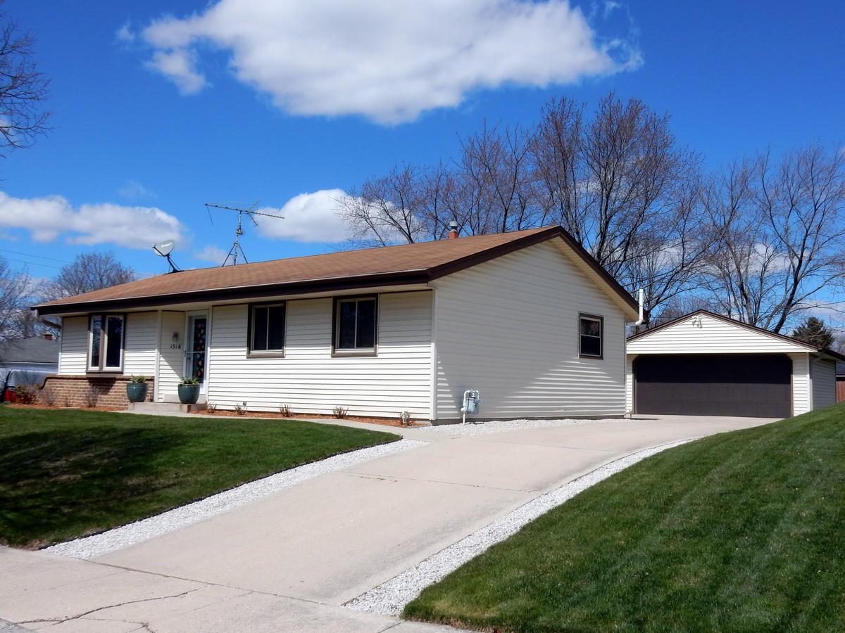 1518 Tomahawk Ln, Waukesha, Wisconsin 53186, 3 Bedrooms Bedrooms, ,1 BathroomBathrooms,Single-Family,For Sale,Tomahawk Ln,1685451