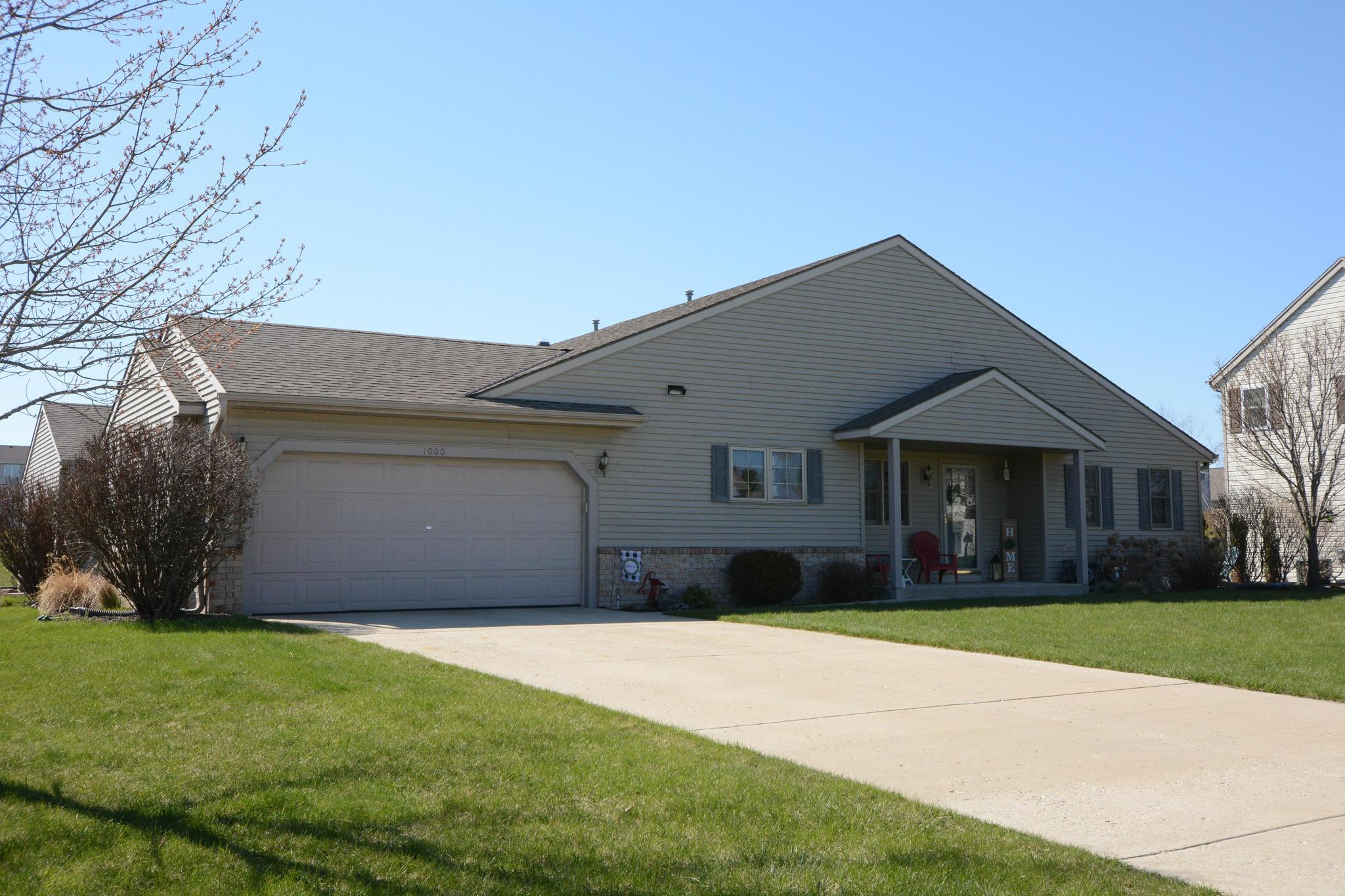 1000 Spring Waters Dr, Oconomowoc, Wisconsin 53066, 2 Bedrooms Bedrooms, ,2 BathroomsBathrooms,Condominiums,For Sale,Spring Waters Dr,1,1685753