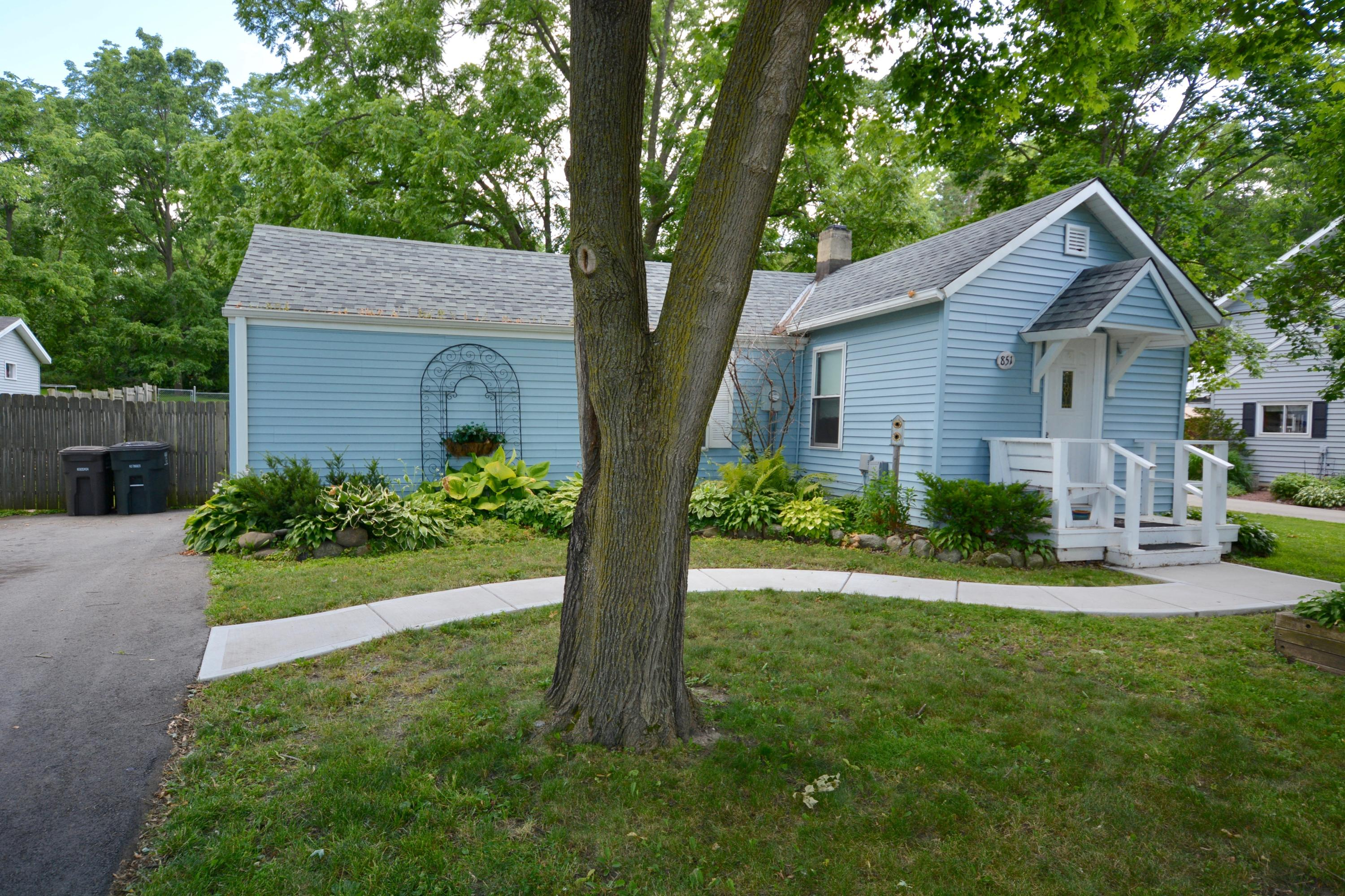 851 Armour Rd, Oconomowoc, Wisconsin 53066, 2 Bedrooms Bedrooms, 5 Rooms Rooms,1 BathroomBathrooms,Single-Family,For Sale,Armour Rd,1685761
