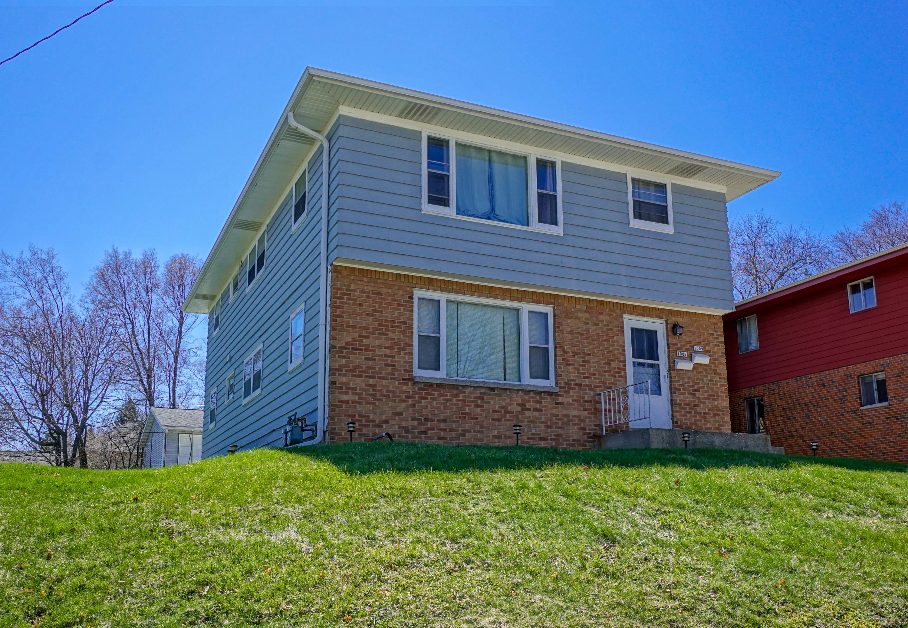 1007 Summit Ave, Waukesha, Wisconsin 53188, 3 Bedrooms Bedrooms, 5 Rooms Rooms,1 BathroomBathrooms,Two-Family,For Sale,Summit Ave,1,1685832