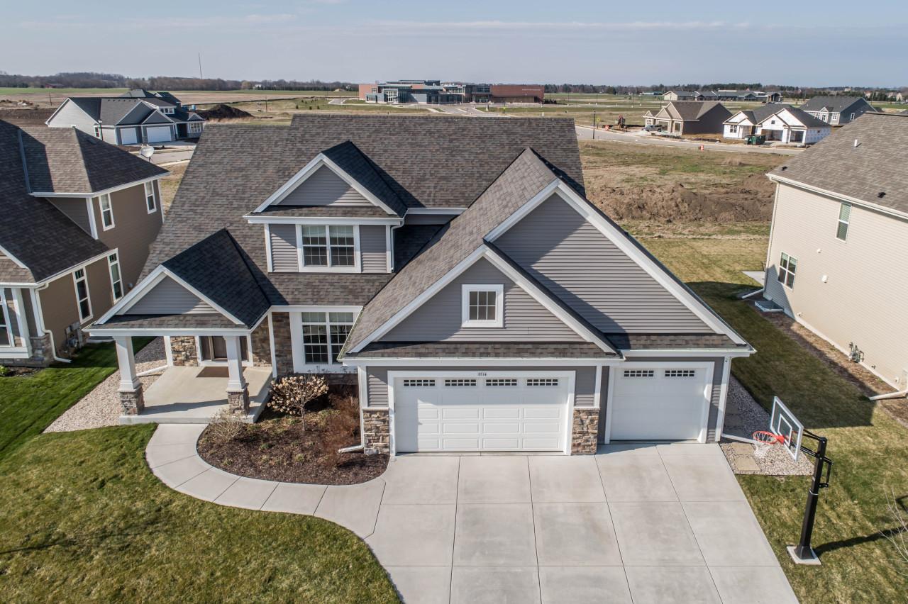 1514 Foxwood Pass, Oconomowoc, Wisconsin 53066, 4 Bedrooms Bedrooms, 10 Rooms Rooms,3 BathroomsBathrooms,Single-Family,For Sale,Foxwood Pass,1685867