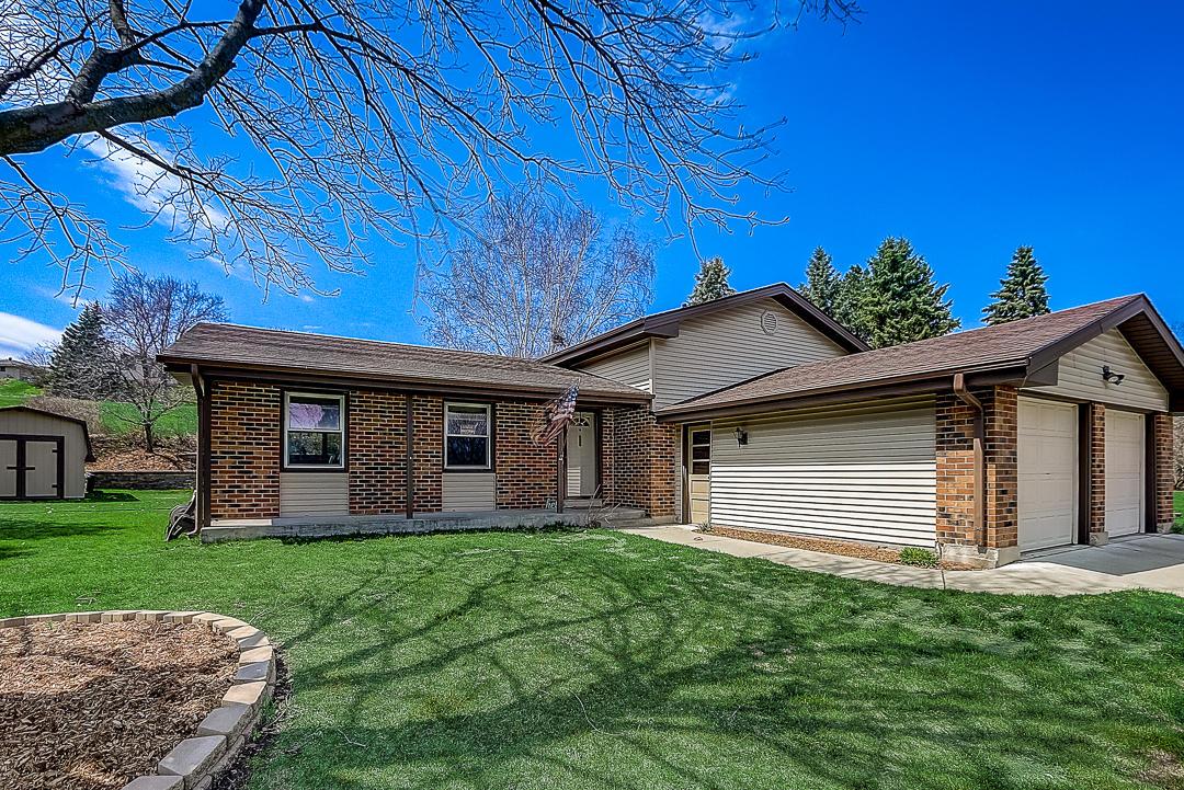 2700 Bristol Ct, Waukesha, Wisconsin 53188, 4 Bedrooms Bedrooms, 8 Rooms Rooms,2 BathroomsBathrooms,Single-Family,For Sale,Bristol Ct,1686030