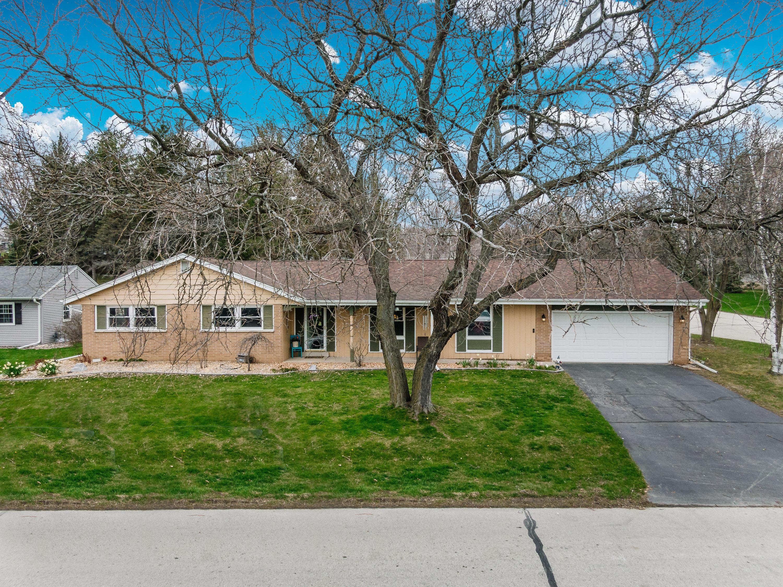 1406 Riverdale Dr, Oconomowoc, Wisconsin 53066, 3 Bedrooms Bedrooms, 8 Rooms Rooms,2 BathroomsBathrooms,Single-Family,For Sale,Riverdale Dr,1686182