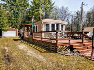W6530 Elinor Dr, Middle Inlet, WI 54177