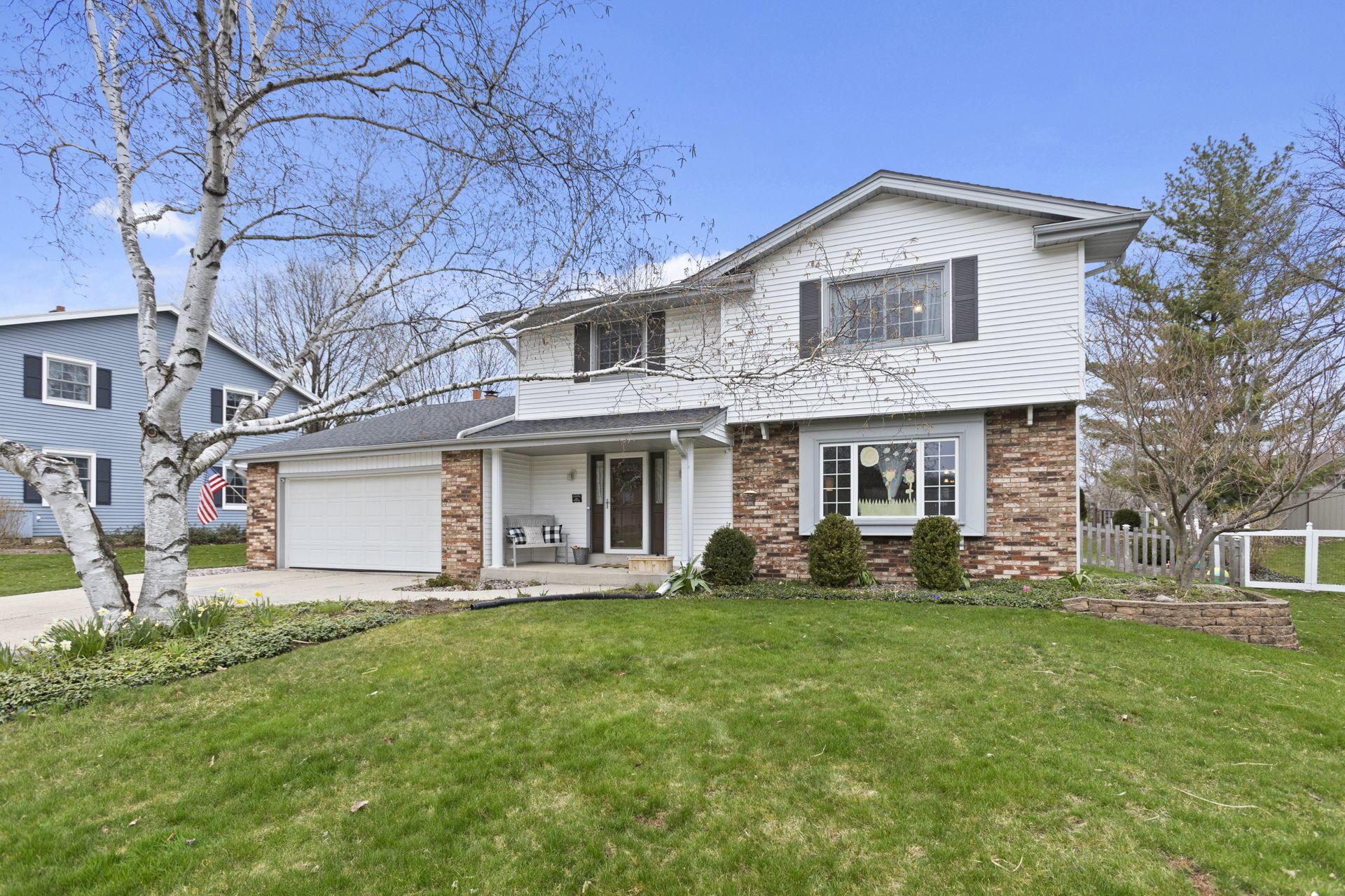 2016 Cobblestone Ct, Waukesha, Wisconsin 53188, 4 Bedrooms Bedrooms, ,2 BathroomsBathrooms,Single-Family,For Sale,Cobblestone Ct,1686255