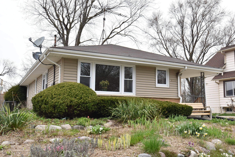 820 Buena Vista Ave, Waukesha, Wisconsin 53188, 3 Bedrooms Bedrooms, 6 Rooms Rooms,2 BathroomsBathrooms,Single-Family,For Sale,Buena Vista Ave,1687235