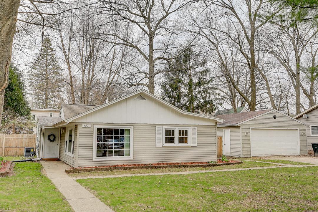 651 Wilson St, Oconomowoc, Wisconsin 53066, 2 Bedrooms Bedrooms, ,1 BathroomBathrooms,Single-Family,For Sale,Wilson St,1686473