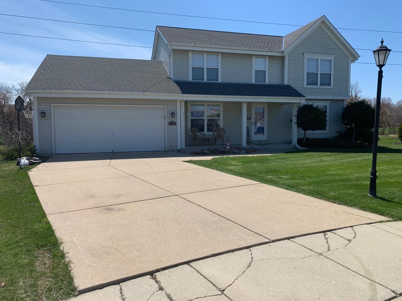 1909 Crossbow Ct, Waukesha, Wisconsin 53186, 3 Bedrooms Bedrooms, ,2 BathroomsBathrooms,Single-Family,For Sale,Crossbow Ct,1686465