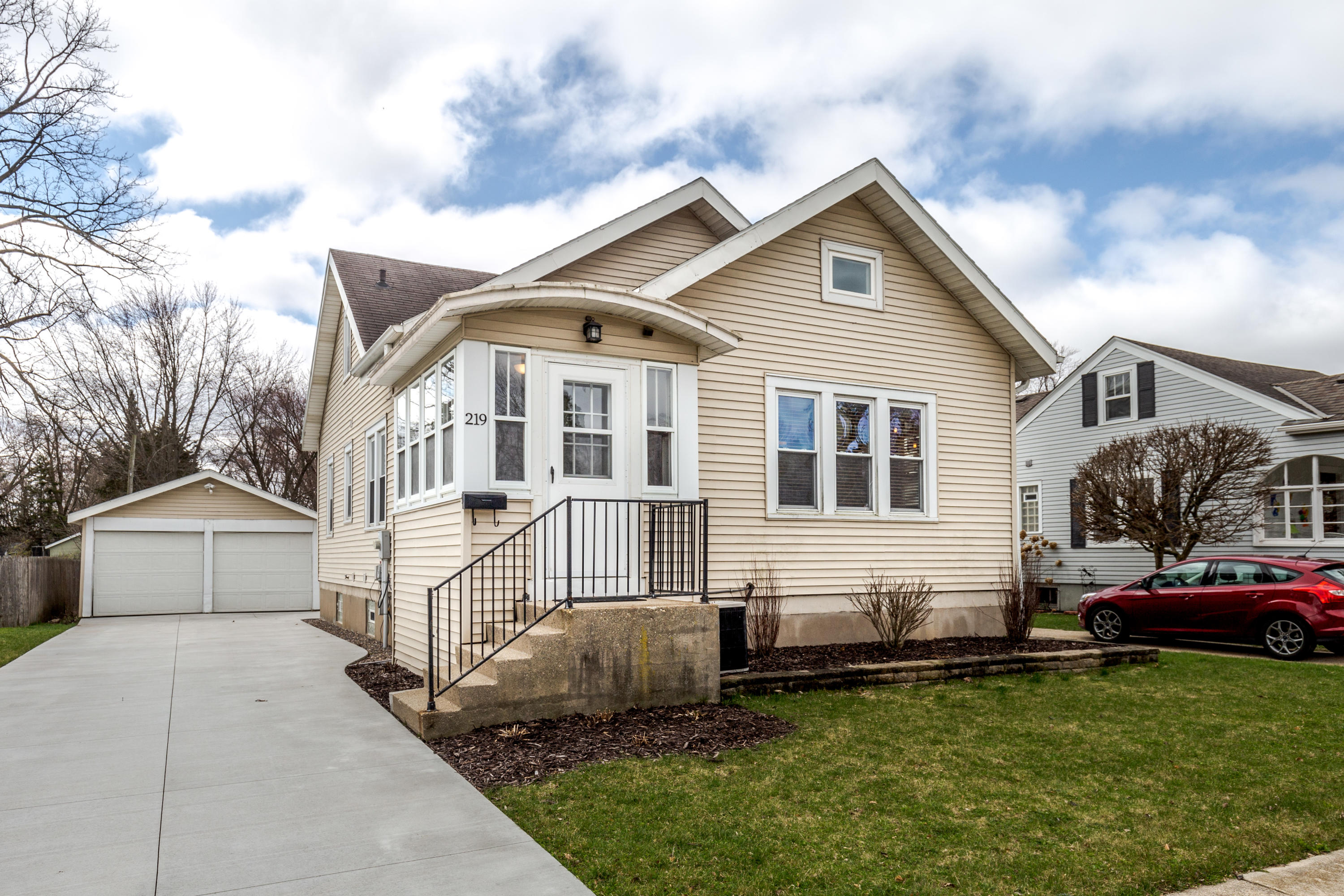 219 3rd St, Oconomowoc, Wisconsin 53066, 4 Bedrooms Bedrooms, 8 Rooms Rooms,2 BathroomsBathrooms,Single-Family,For Sale,3rd St,1686862