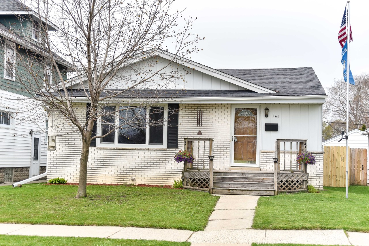 160 Hartwell Ave, Waukesha, Wisconsin 53186, 3 Bedrooms Bedrooms, ,1 BathroomBathrooms,Single-Family,For Sale,Hartwell Ave,1686459