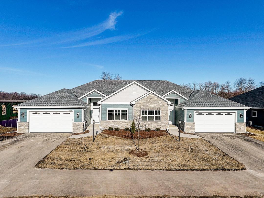 20015 Overstone Dr, Lannon, Wisconsin 53046, 2 Bedrooms Bedrooms, 5 Rooms Rooms,2 BathroomsBathrooms,Condominiums,For Sale,Overstone Dr,1,1687512