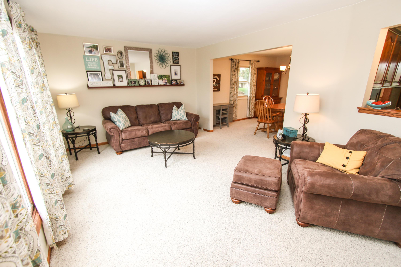 1527 Grandview Ave, Oconomowoc, Wisconsin 53066, 3 Bedrooms Bedrooms, 8 Rooms Rooms,1 BathroomBathrooms,Single-Family,For Sale,Grandview Ave,1686738