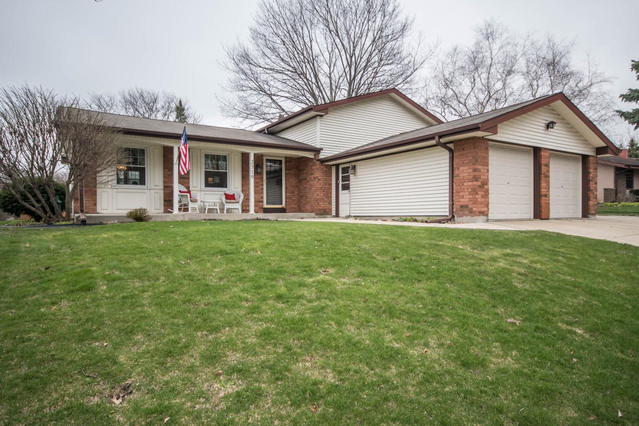 2719 Sussex Ln, Waukesha, Wisconsin 53188, 4 Bedrooms Bedrooms, 8 Rooms Rooms,2 BathroomsBathrooms,Single-Family,For Sale,Sussex Ln,1687012