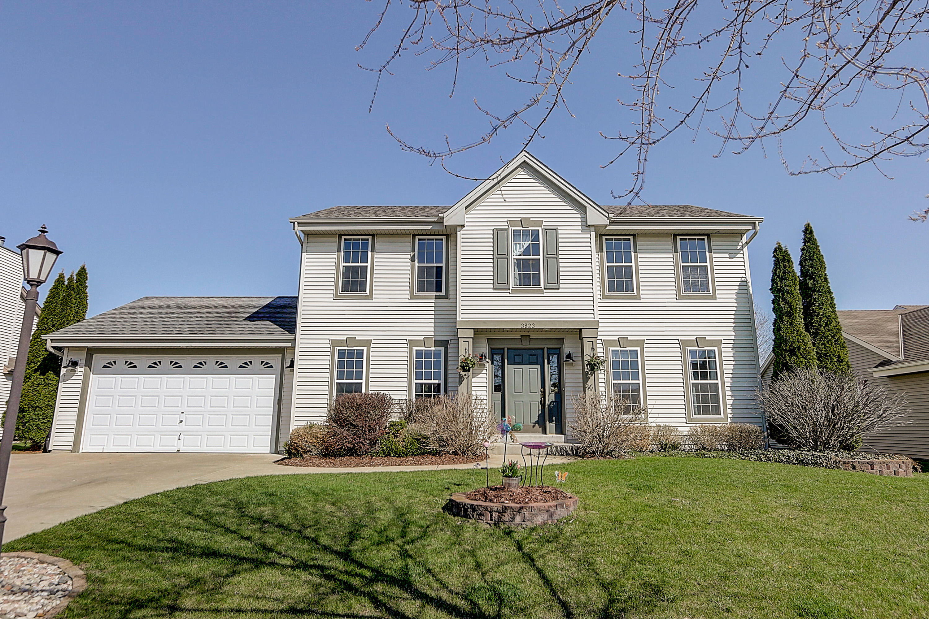 3823 Rivers Crossing Dr, Waukesha, Wisconsin 53189, 3 Bedrooms Bedrooms, ,3 BathroomsBathrooms,Single-Family,For Sale,Rivers Crossing Dr,1687786