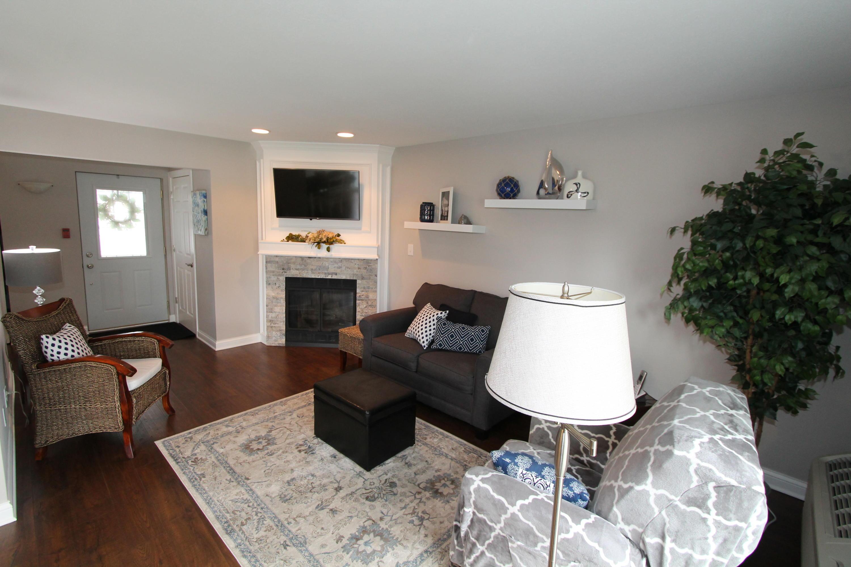 300 Foxwood Dr, Waterford, Wisconsin 53185, 2 Bedrooms Bedrooms, ,2 BathroomsBathrooms,Condominiums,For Sale,Foxwood Dr,1,1687449