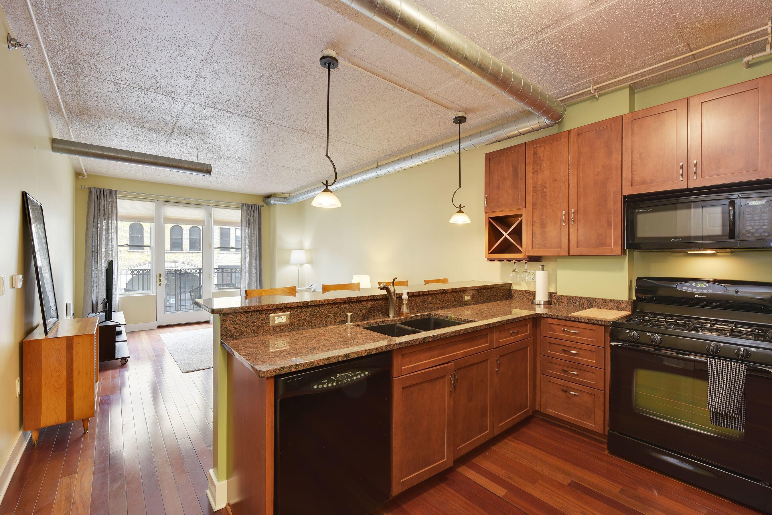 102 Water, Milwaukee, Wisconsin 53202, 1 Bedroom Bedrooms, 4 Rooms Rooms,1 BathroomBathrooms,Condominiums,For Sale,Water,2,1687577